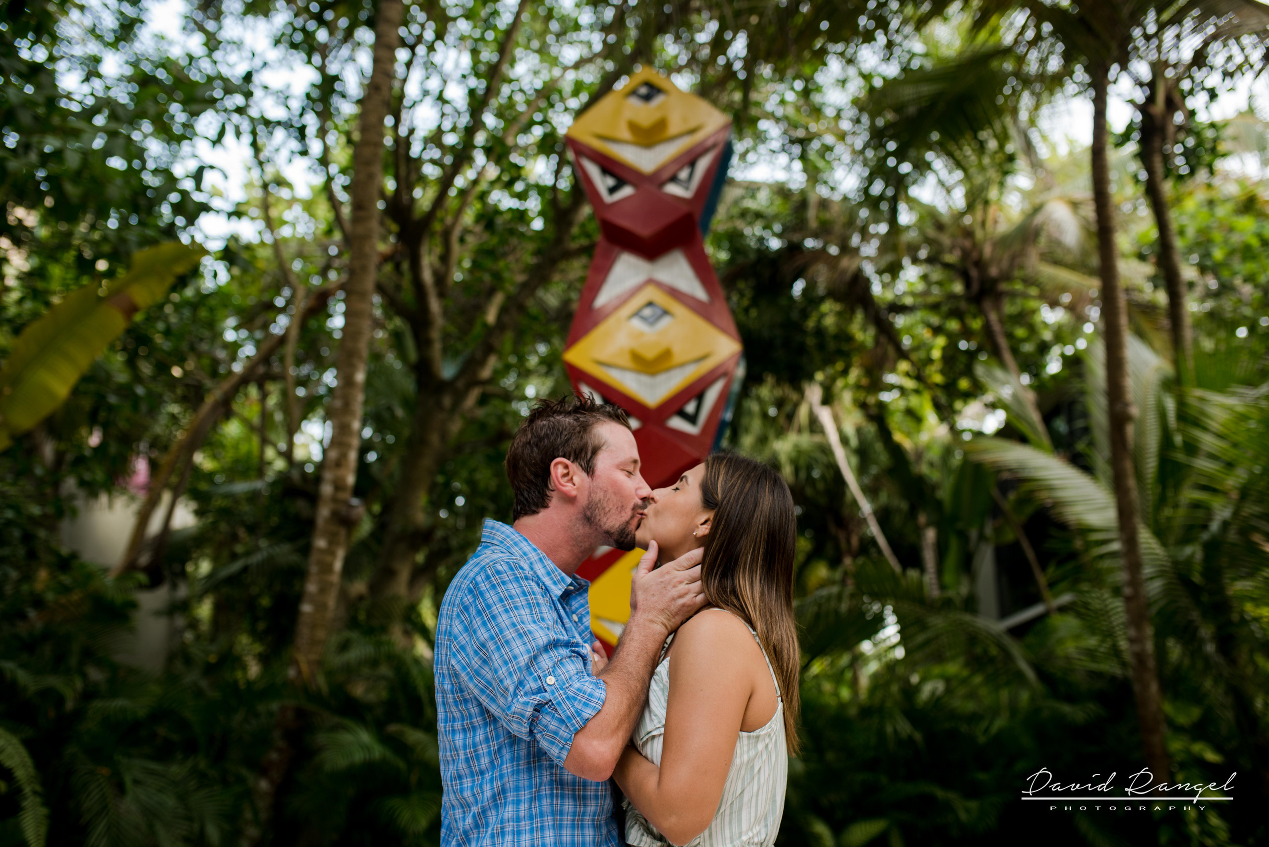 engagement+session+ring+sorprise+beach+vacations+casa+malca+hotel+pedida+de+mano+propuesta+de+matrimonio+pareja+amor+photo+boutique+kiss+garden