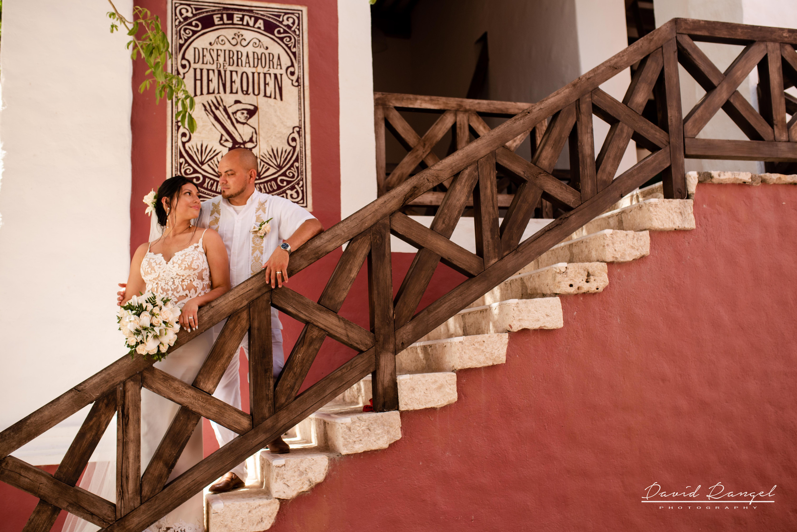 bride+groom+photo+wedding+tradition+hacienda+xcaret+stairs+bouquet+dress+outfit