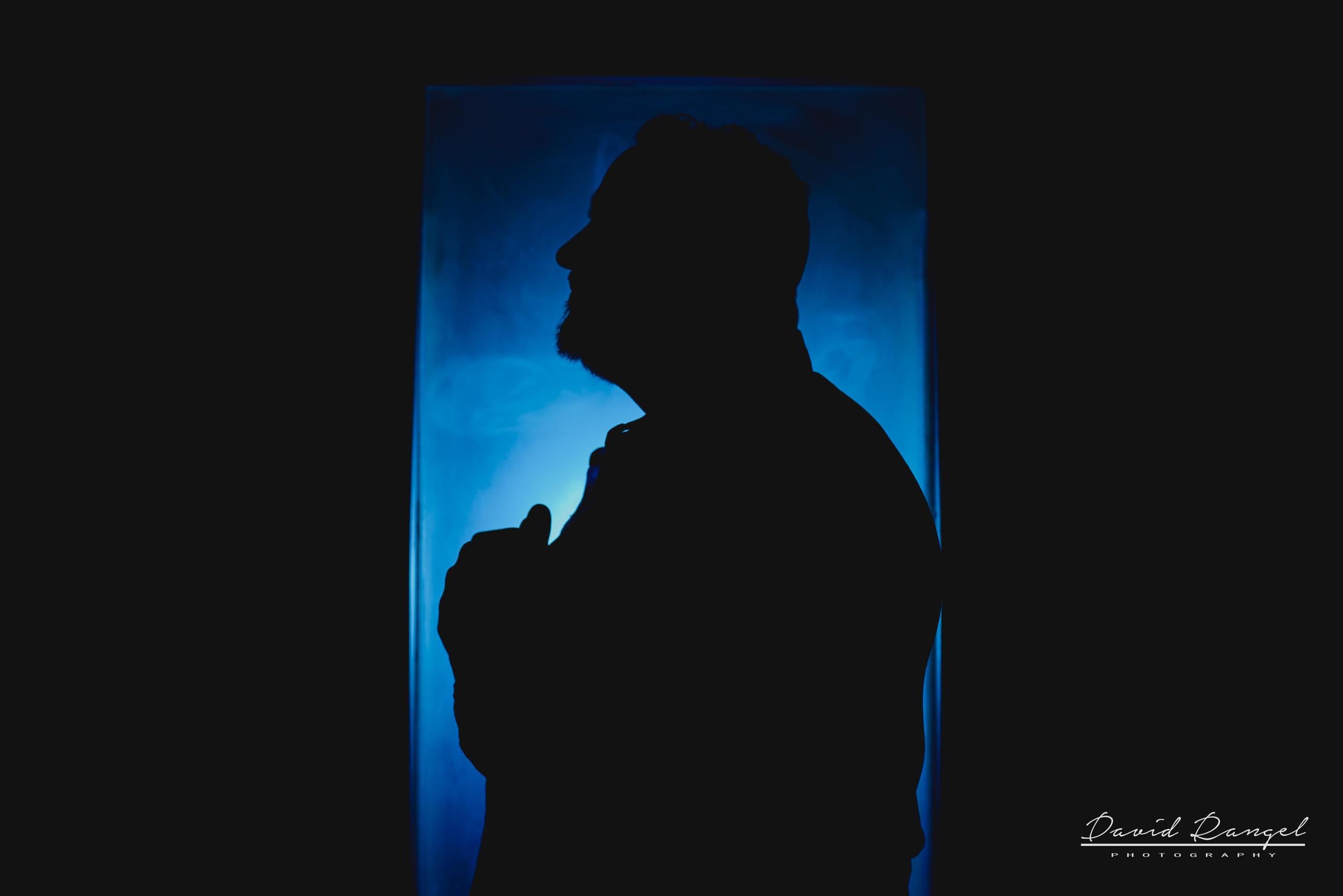 groom+back+light+blue+profile