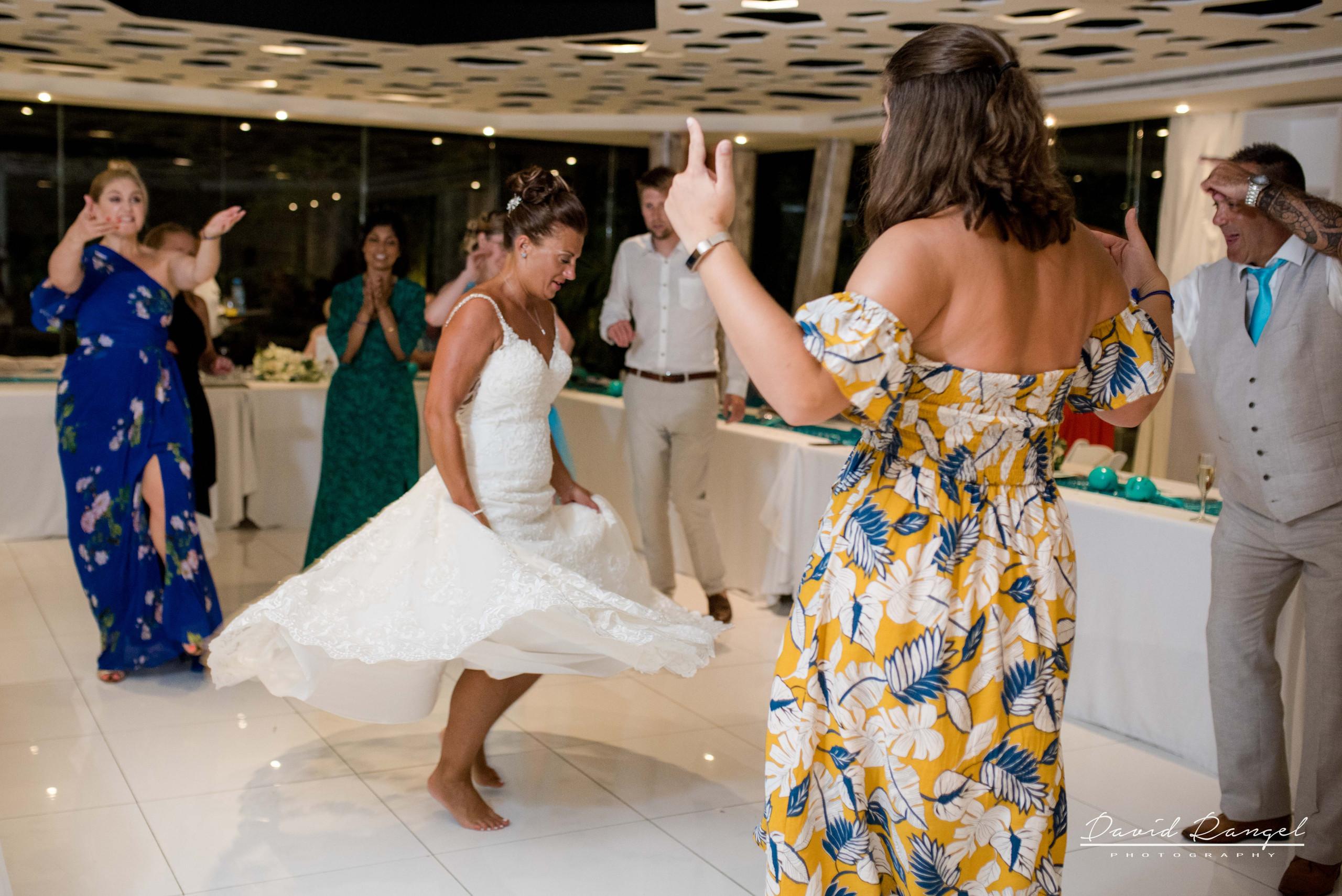 bride+dance+wedding+dress+photo