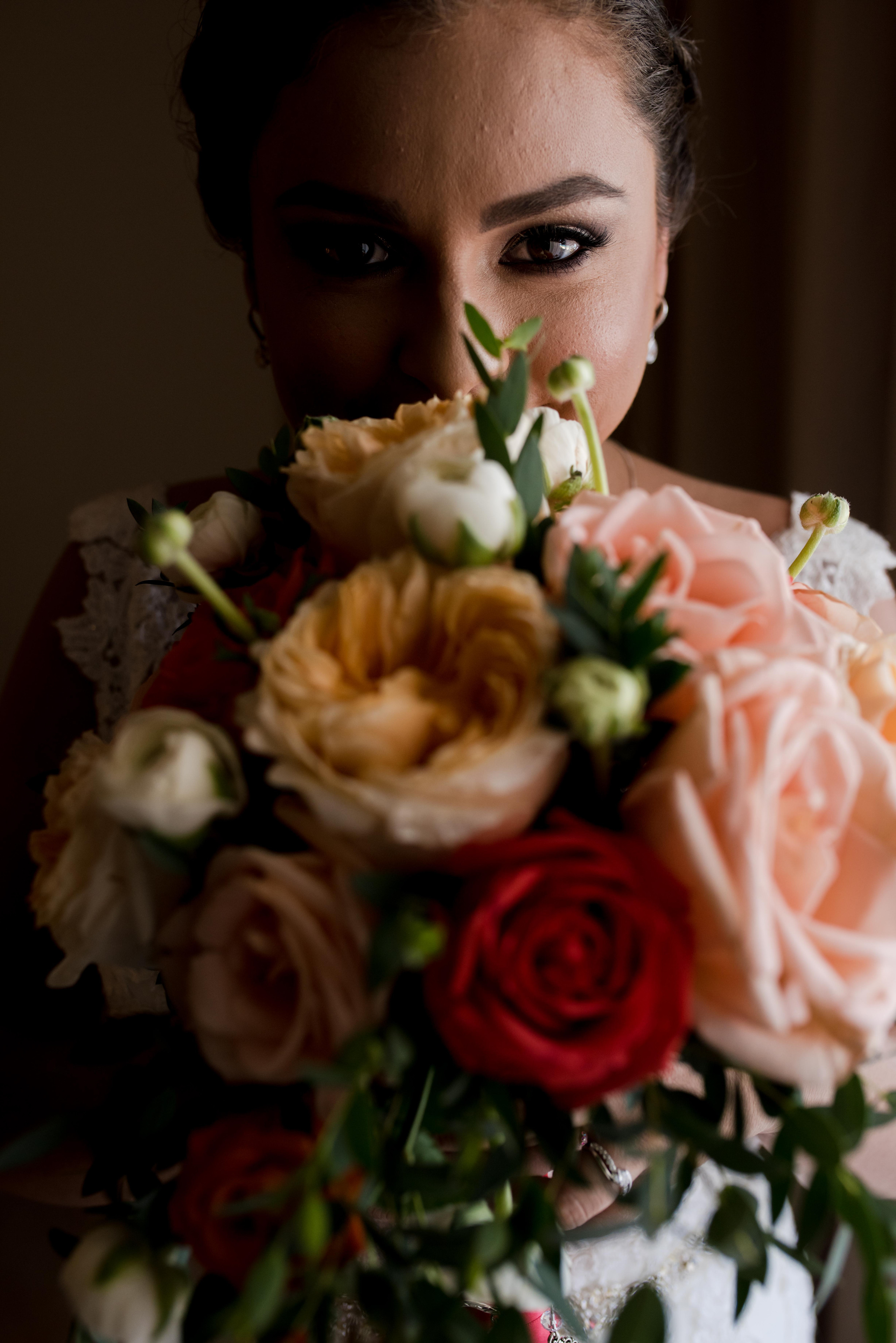 bride+bouquet+flowers+eyes
