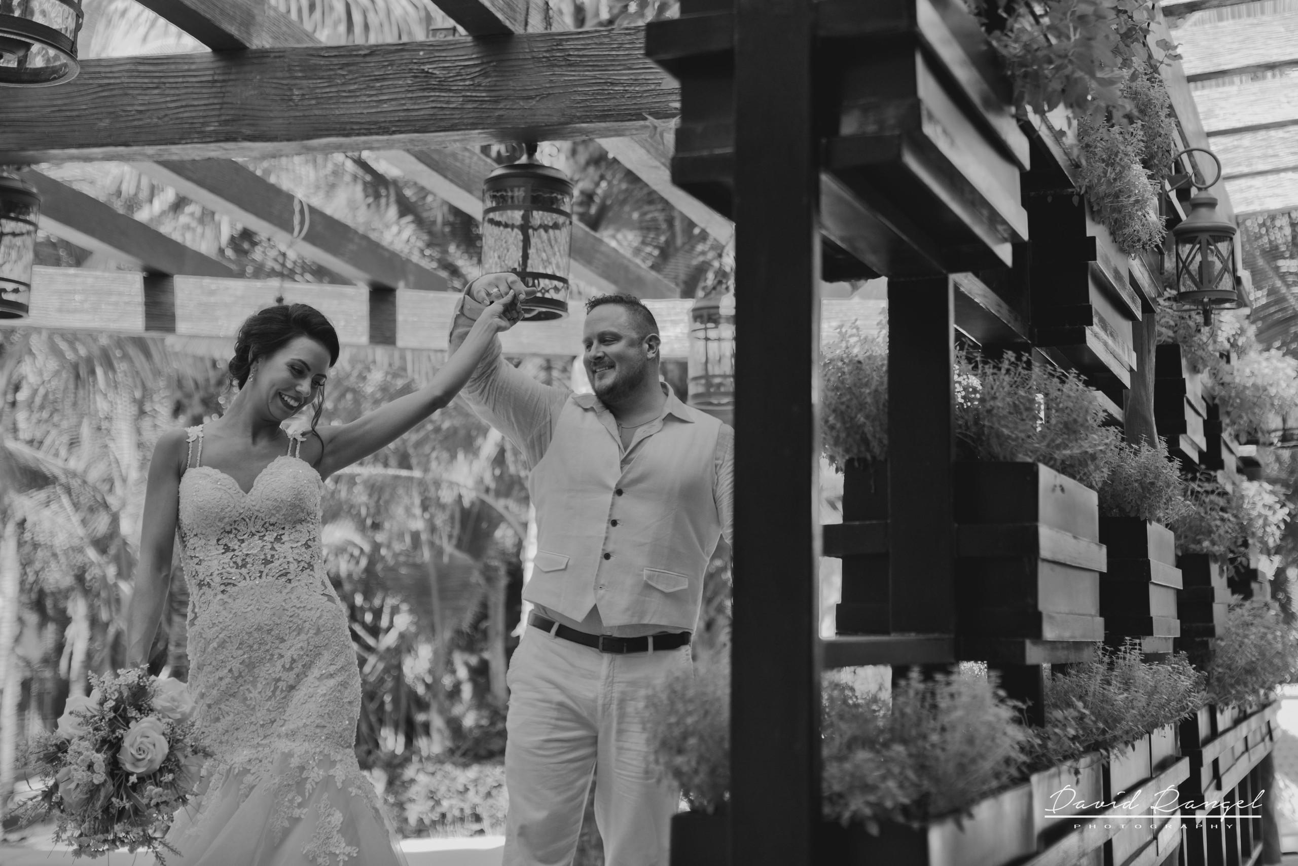 firstlook+bride+groom+to+be+frame+spin