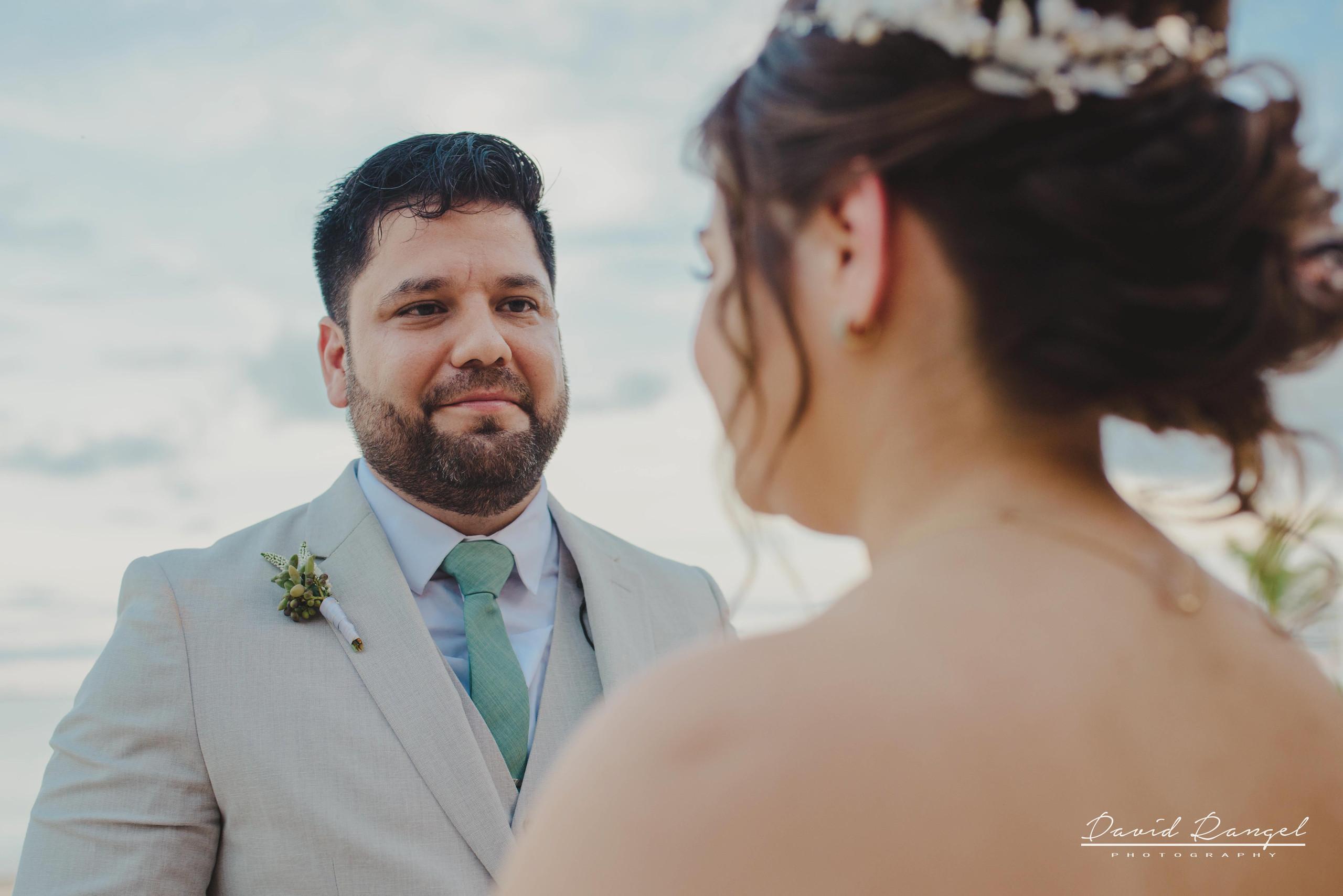 groom+bride+wedding+ceremony+dress+villa+chenera+isla+blanca+costa+mujeres+garden+beach+chaman+traditional+mayan+wedding+eyes+conection
