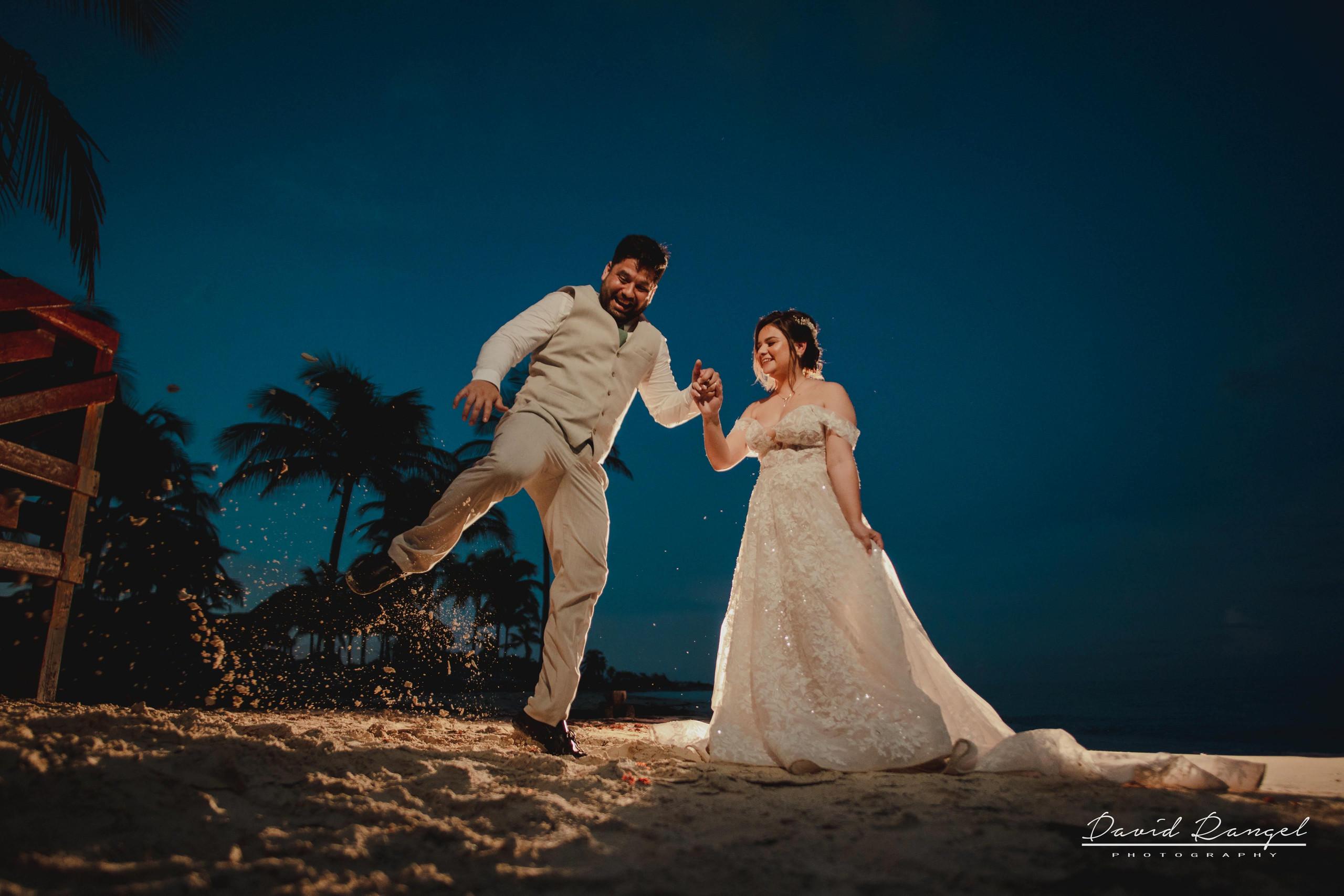 bride+groom+beach+sunset+session+happy+love+couple+celebration+wedding+photo+beach+caribean+sea+photographer+david+rangel+dress+suit+villa+chenera