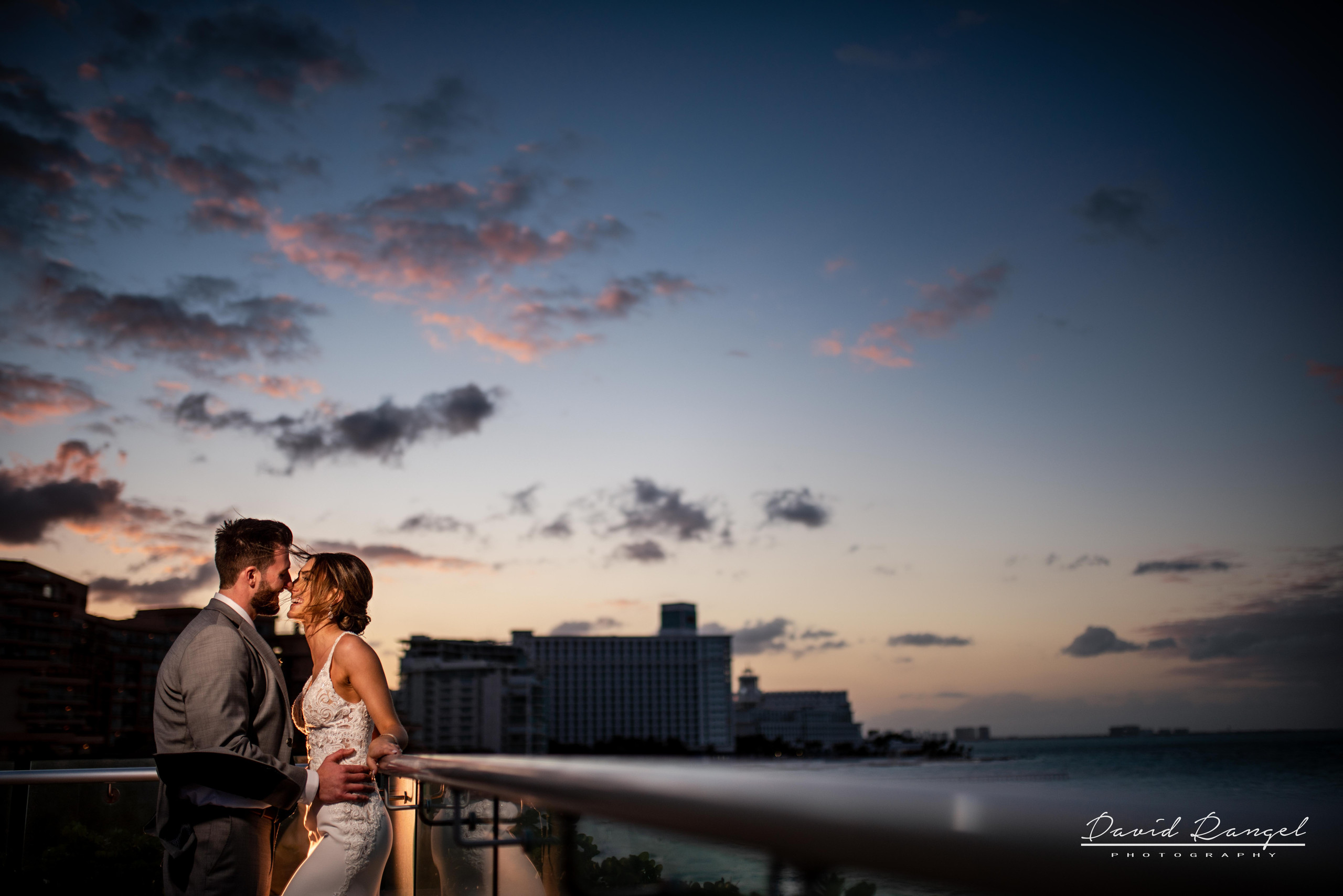 reception+hyatt+ziva+cancun+bride+groom+sunset+photo