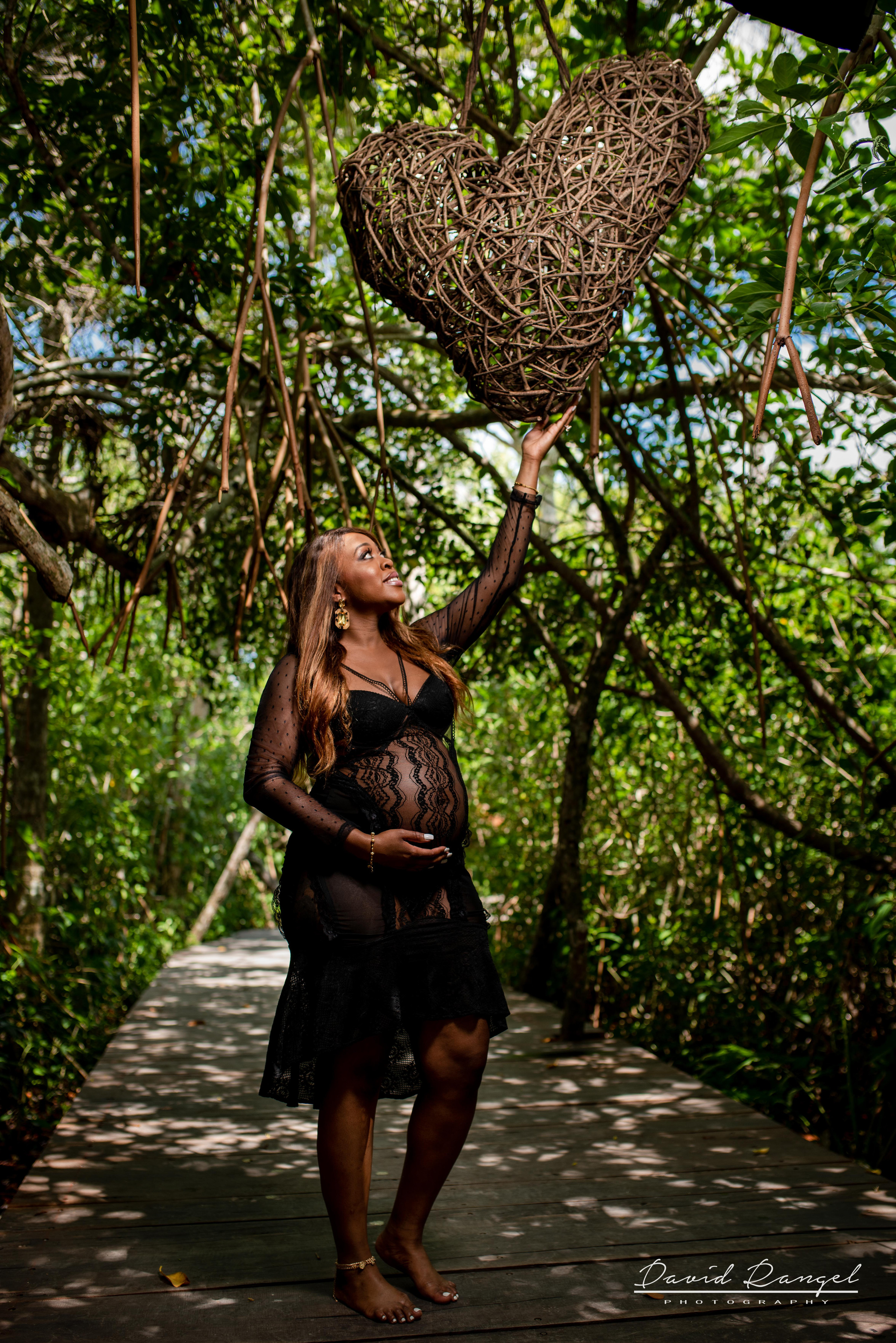 maternity+pregnancy+photo+session+photographer+photography+laguna+kaan+luum+tulum+riviera+maya+destination+photosession+nature+heart+pier+trees+woman+girl+momtobe