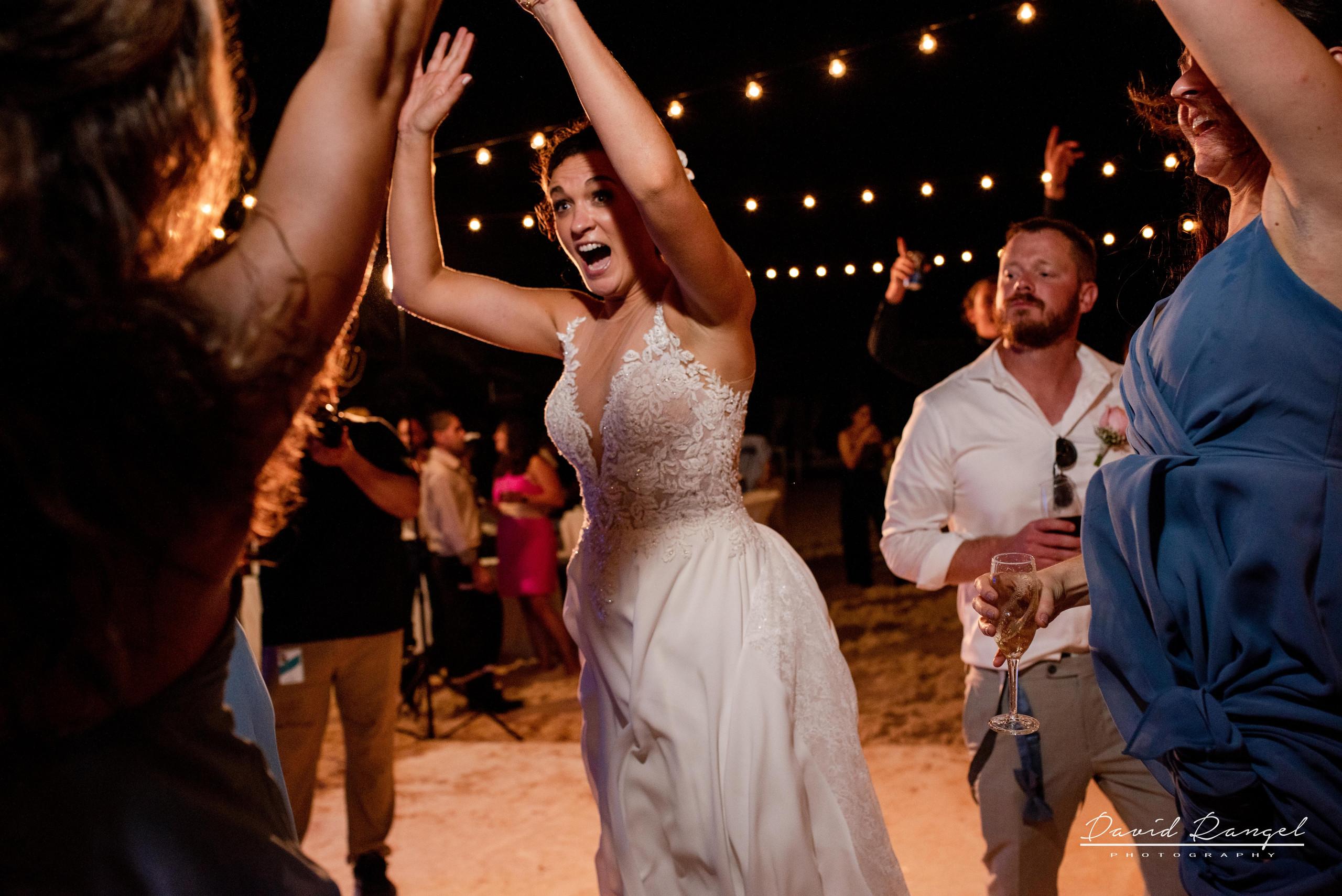 wedding+dance+party+guest+happy+reception+bride