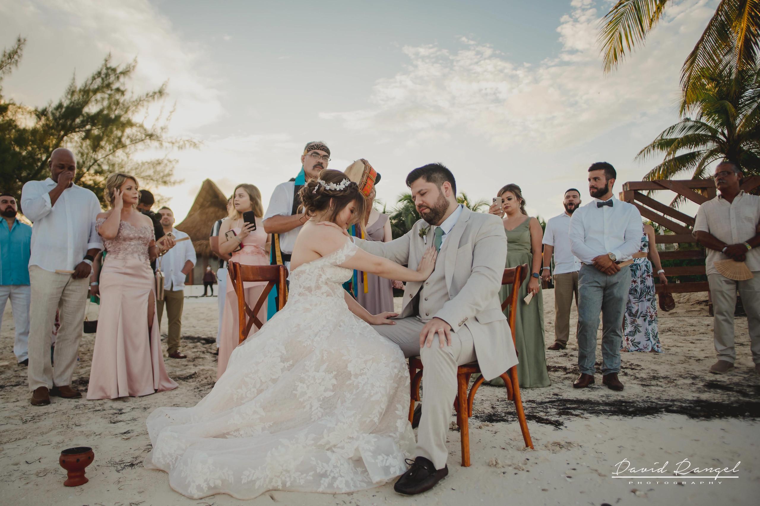 groom+bride+wedding+ceremony+dress+villa+chenera+isla+blanca+costa+mujeres+garden+beach+chaman+traditional+mayan+wedding+friends+family