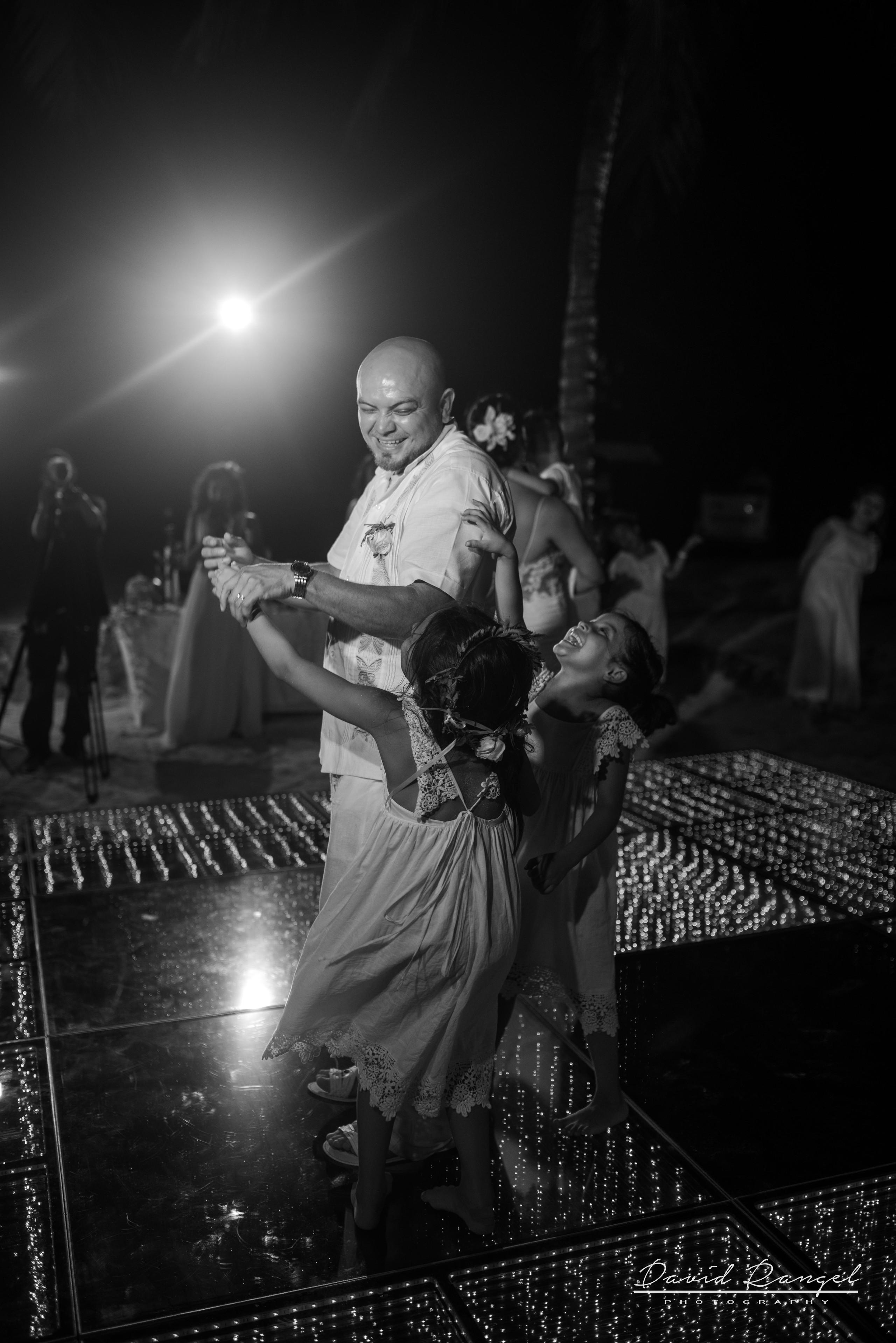 first+dance+occidental+xcaret+venue+dance+floor+bride+groom+love+letters+daugthers