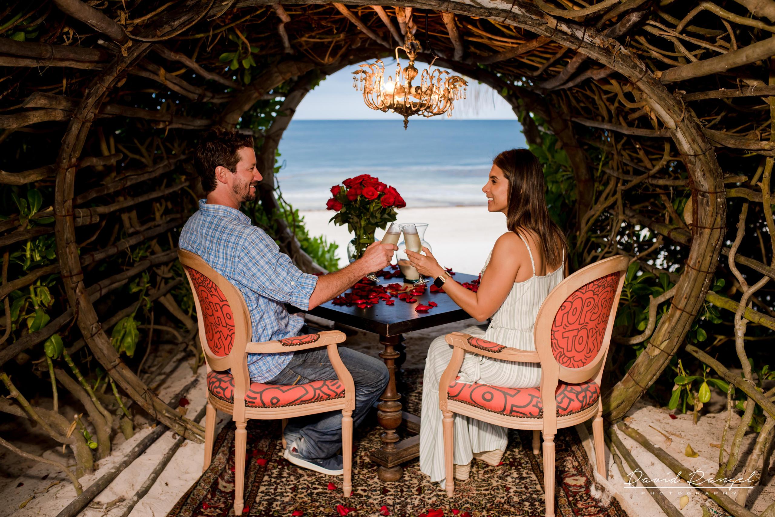engagement+session+ring+sorprise+beach+vacations+casa+malca+hotel+pedida+de+mano+propuesta+de+matrimonio+pareja+amor+photo+boutique+romantic+dinner