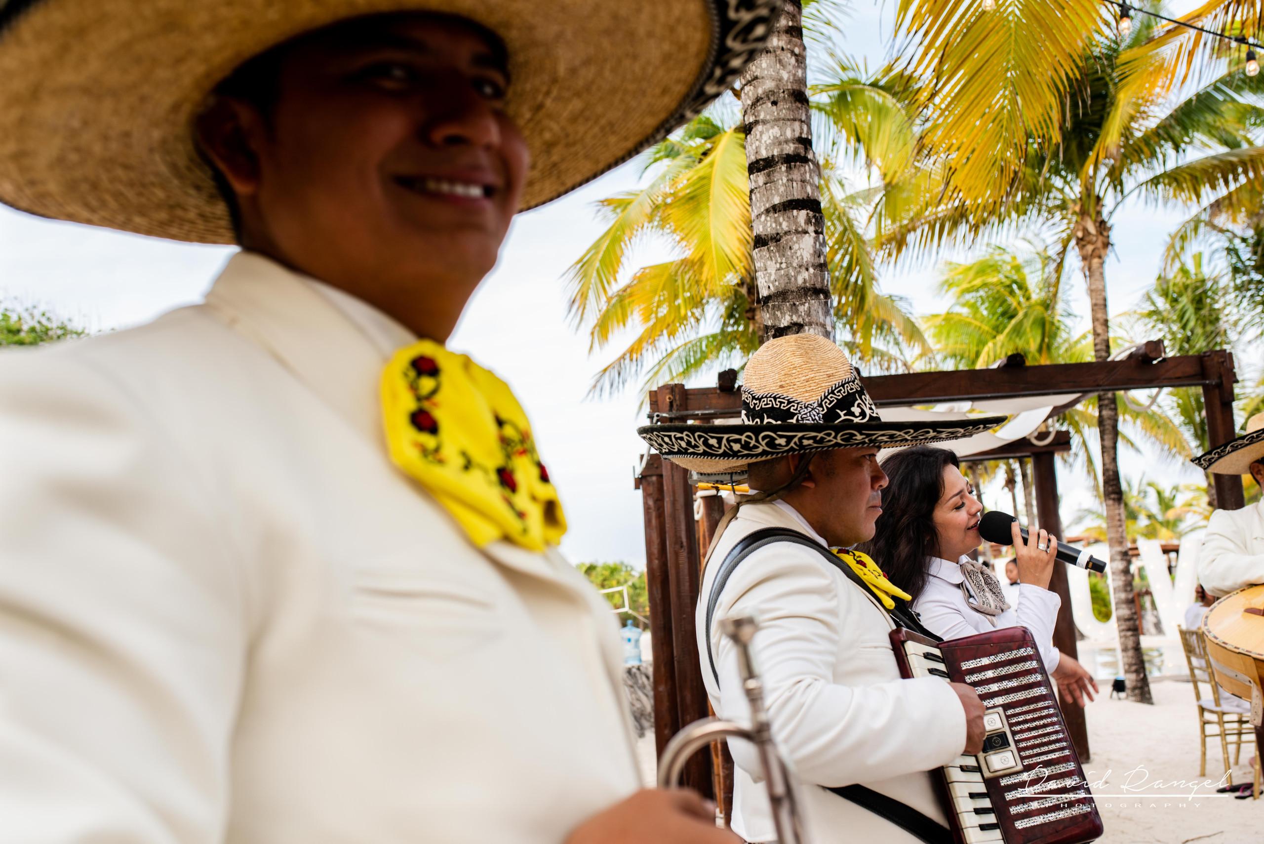 mariachi+singers+band+mexican+traditios+wedding