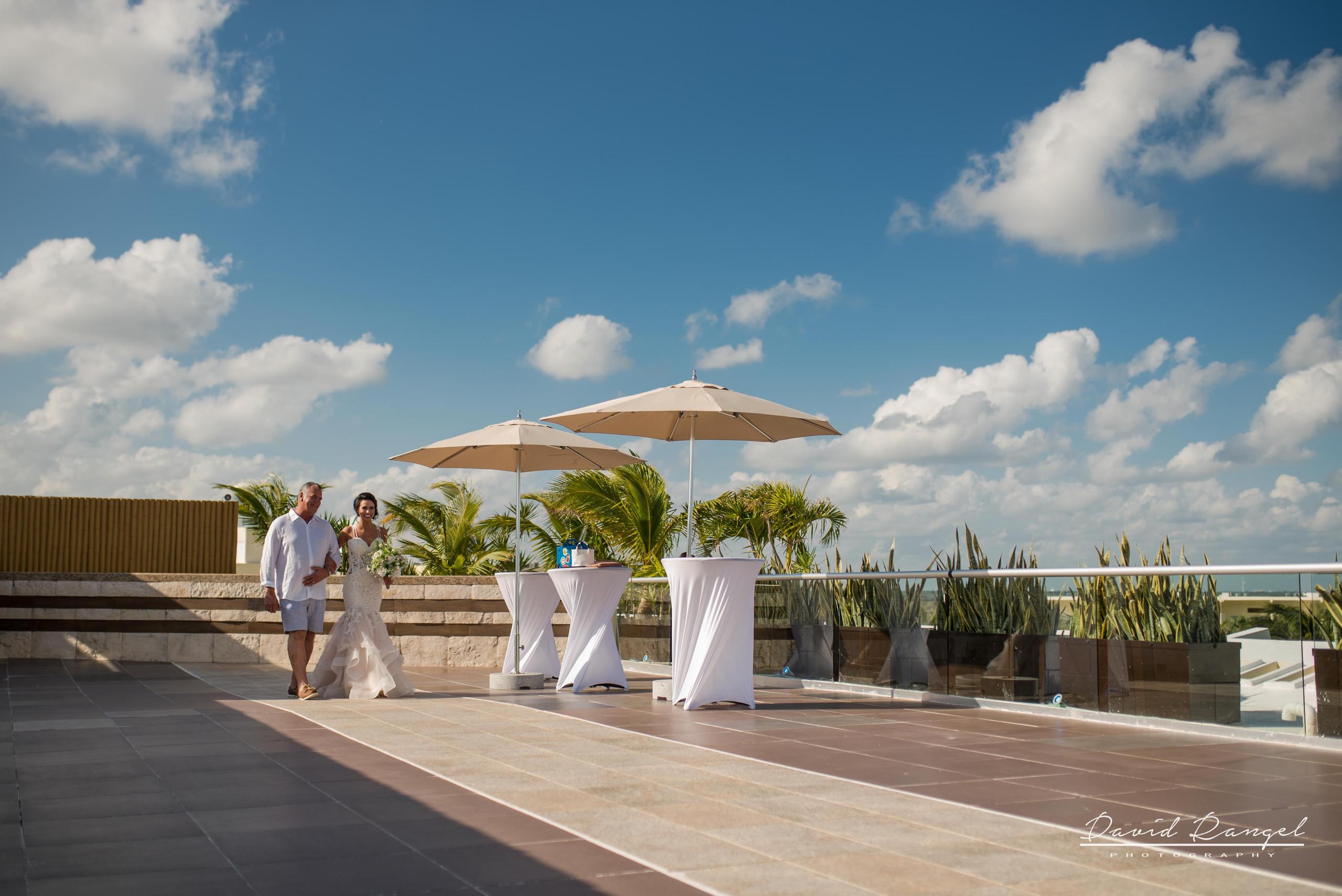 bride+walk+aisle+sky+deck+terrace