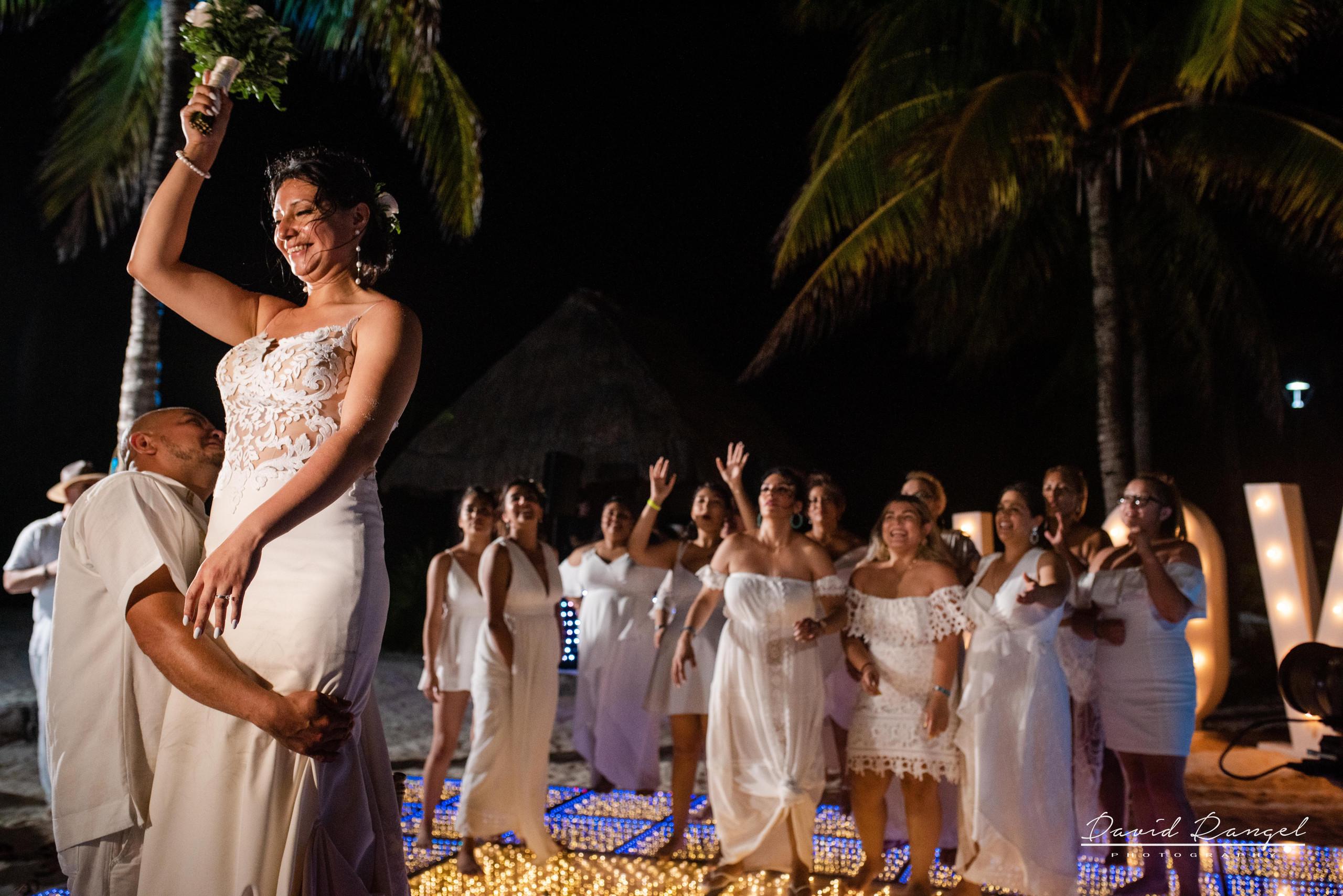 first+dance+occidental+xcaret+venue+dance+floor+bride+groom+love+letters+boquet+toast+girls