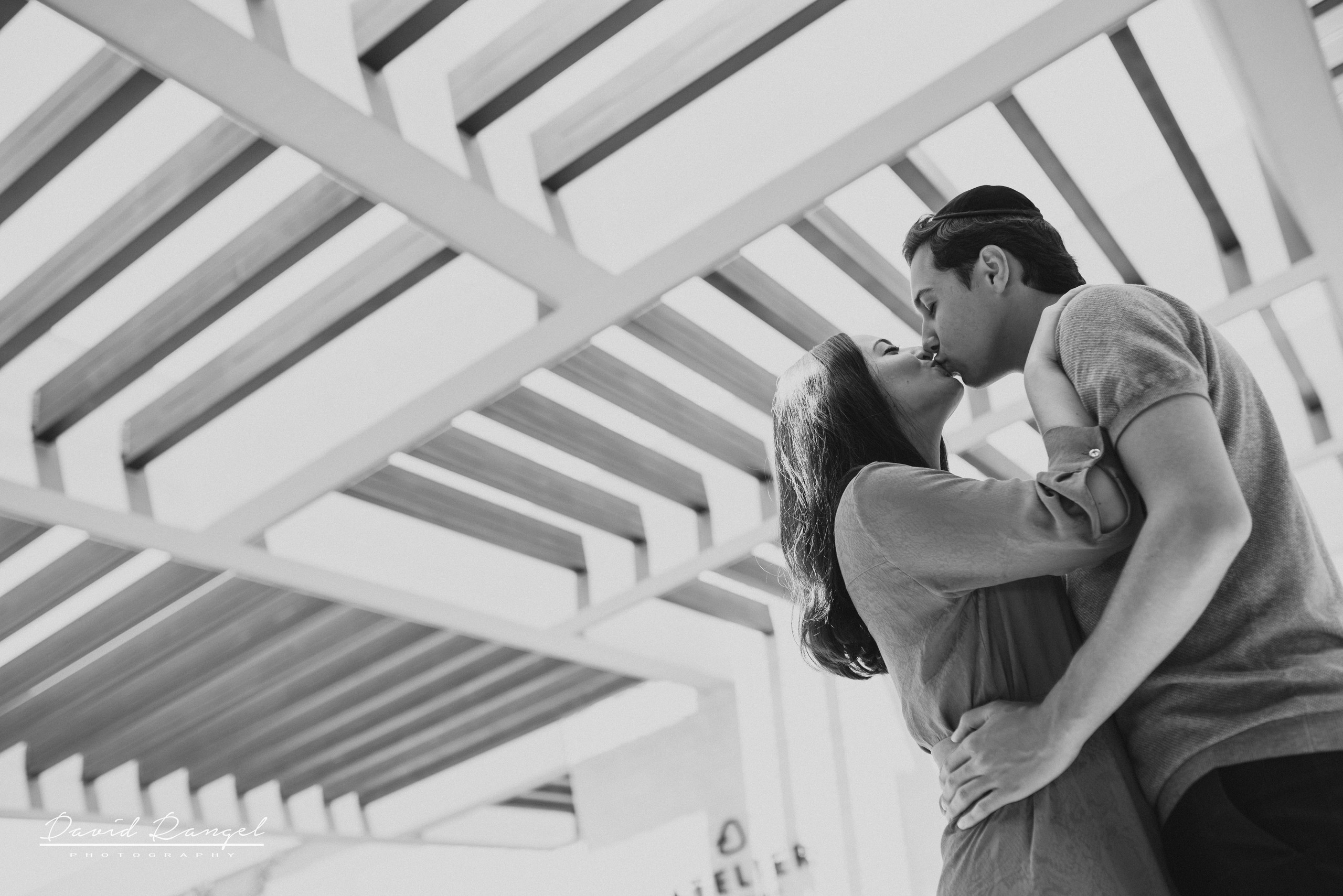 couple+hotel+atelier+happy+love+together+playa+mujeres+destination+photographer+photo+kiss