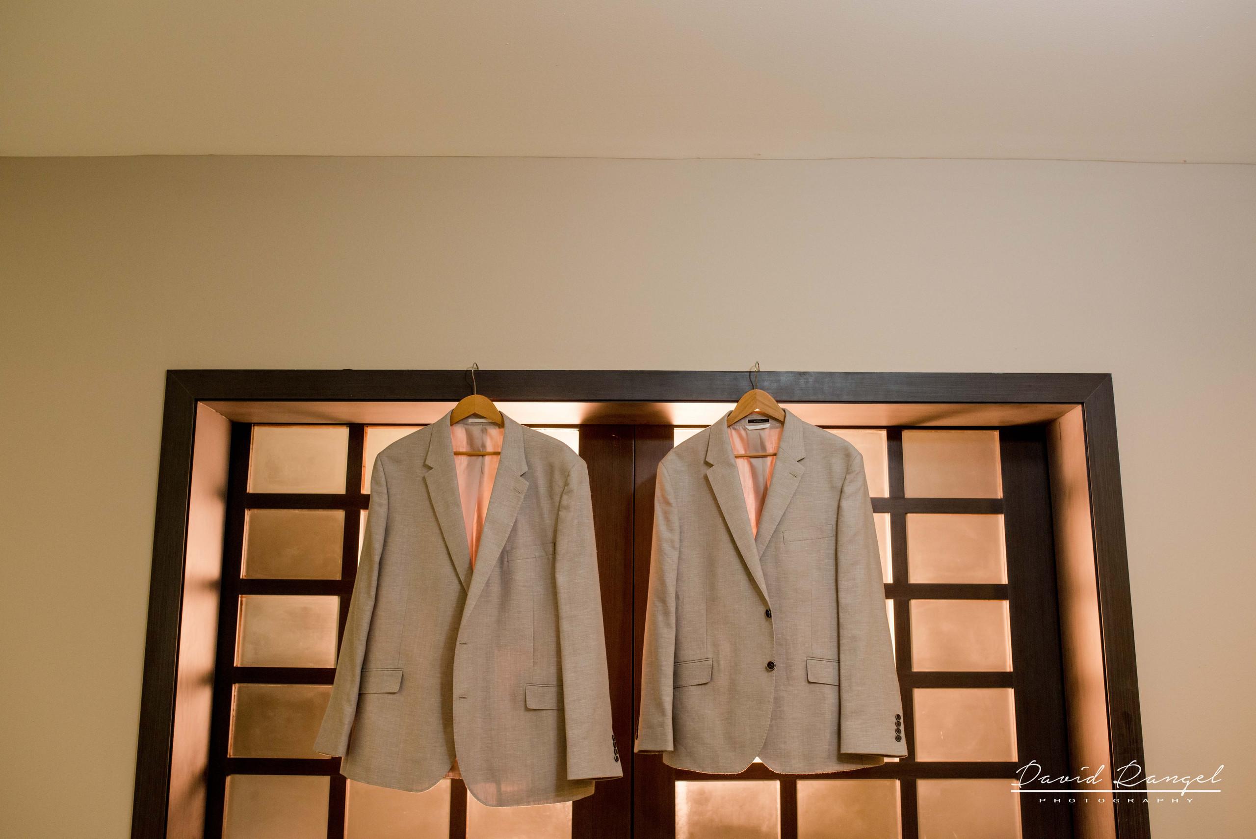 groom+suit