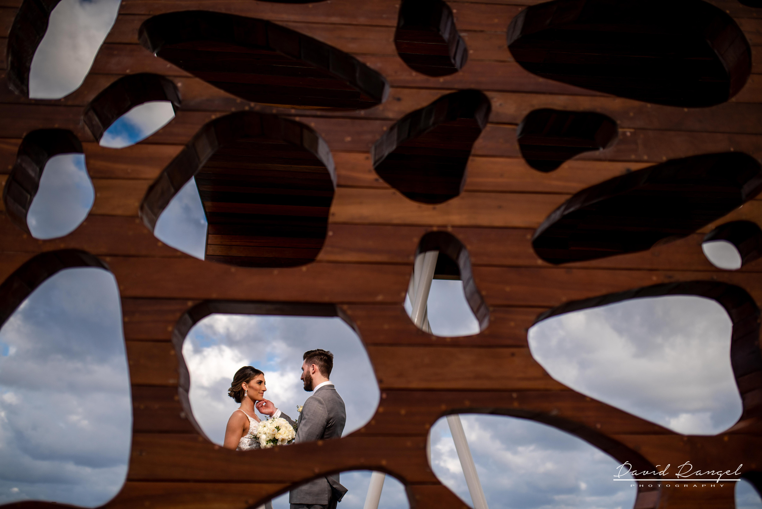 bride+groom+photo+gazebo+frame