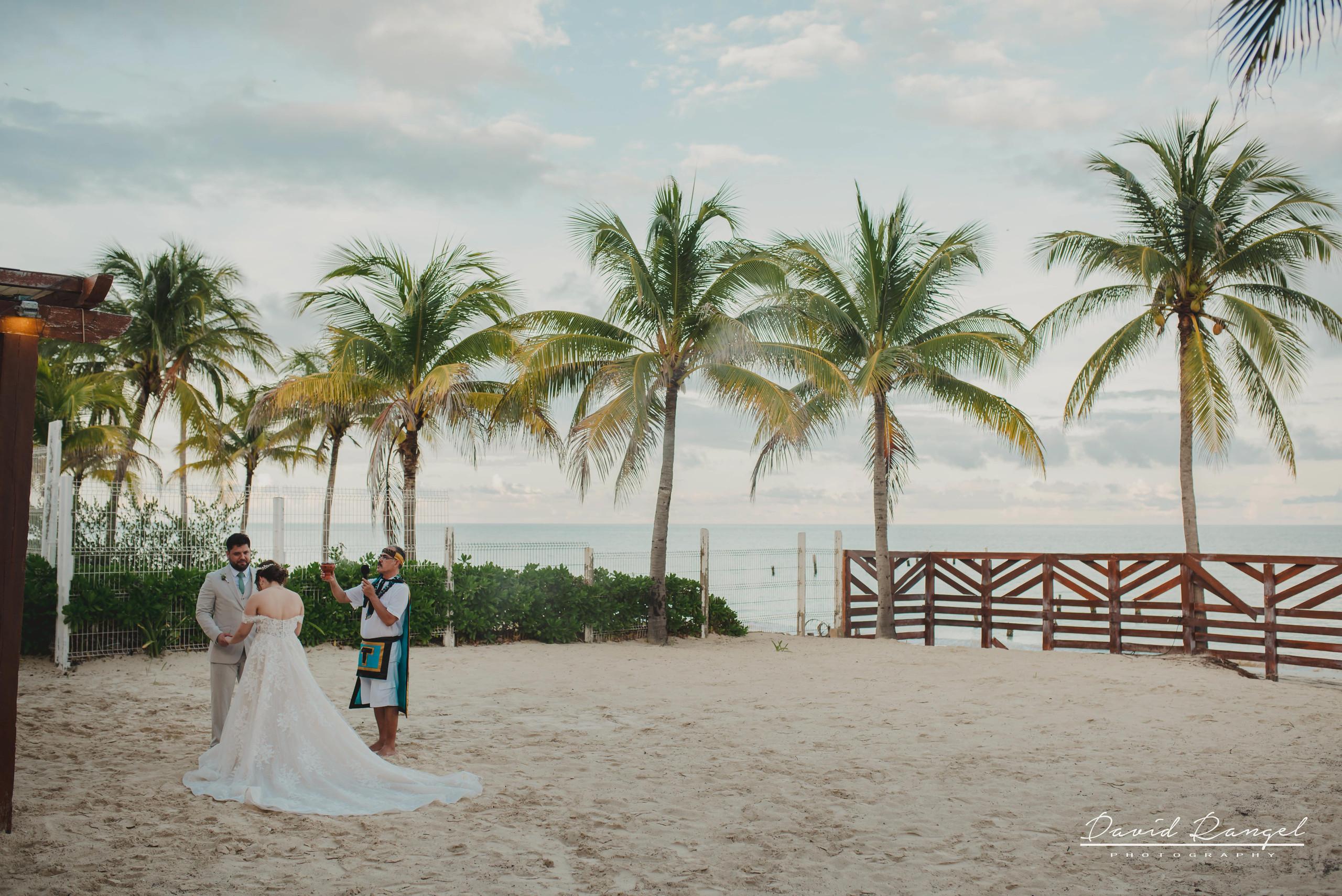 groom+bride+wedding+ceremony+dress+villa+chenera+isla+blanca+costa+mujeres+garden+beach+chaman+traditional+mayan+wedding+panoramic+angular