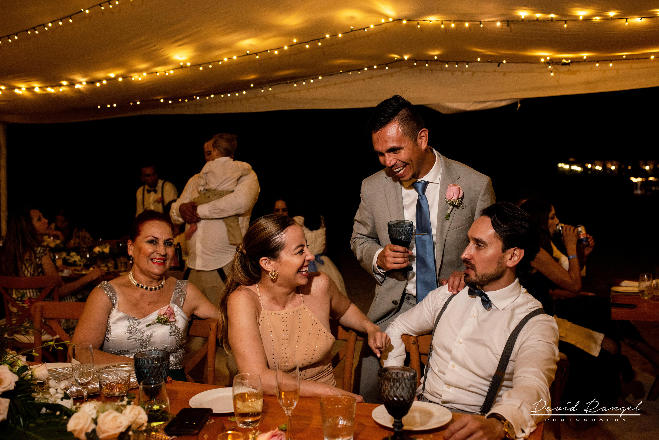 dinner+reception+wedding+guest+groom+bride