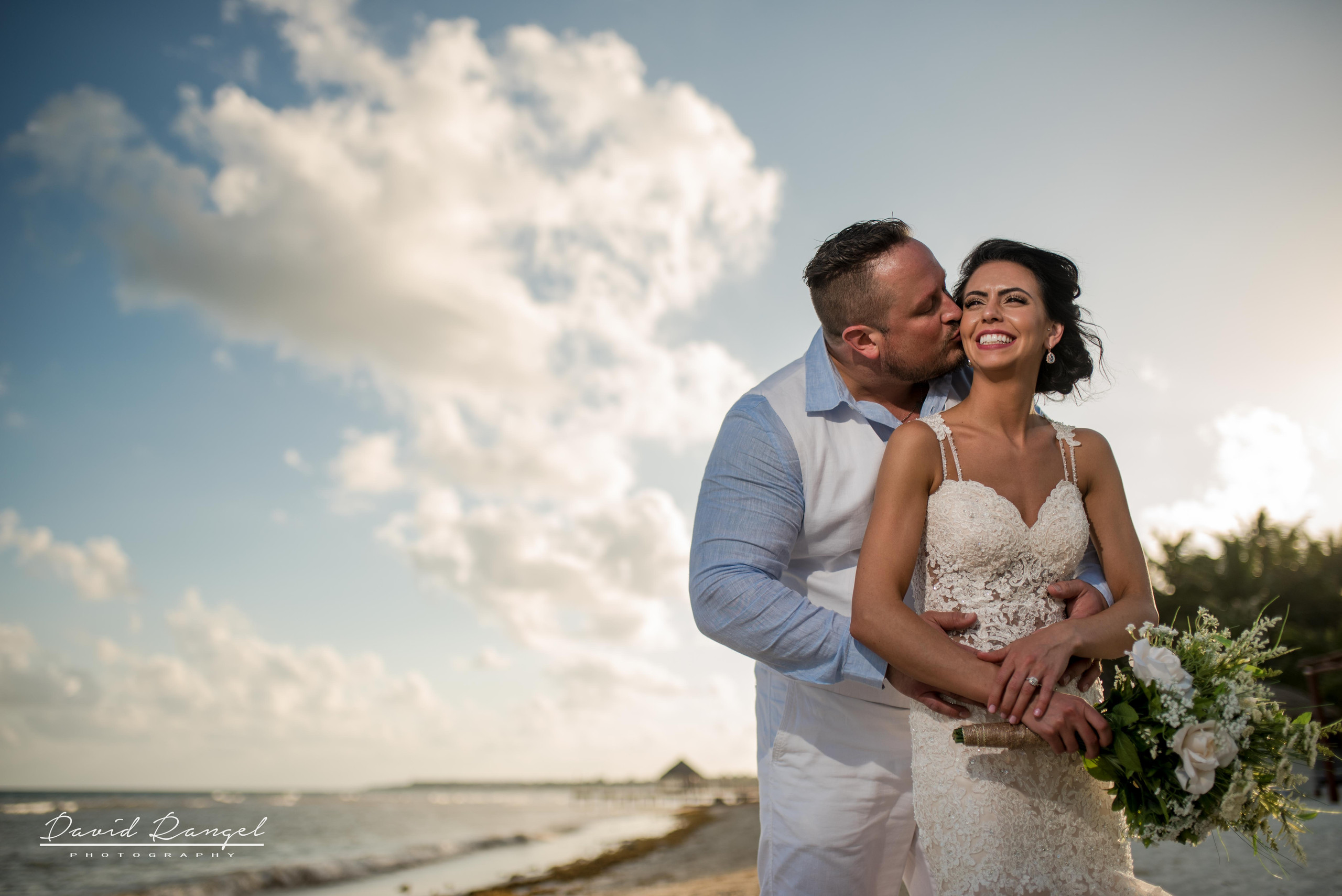 wedding+photo+bride+groom+bouquet+session+happy