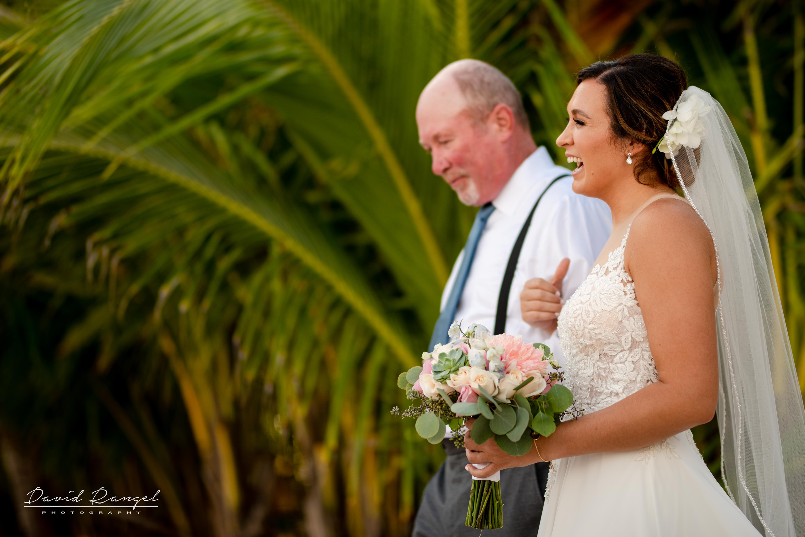 bride+father+walk+to+the+aisle