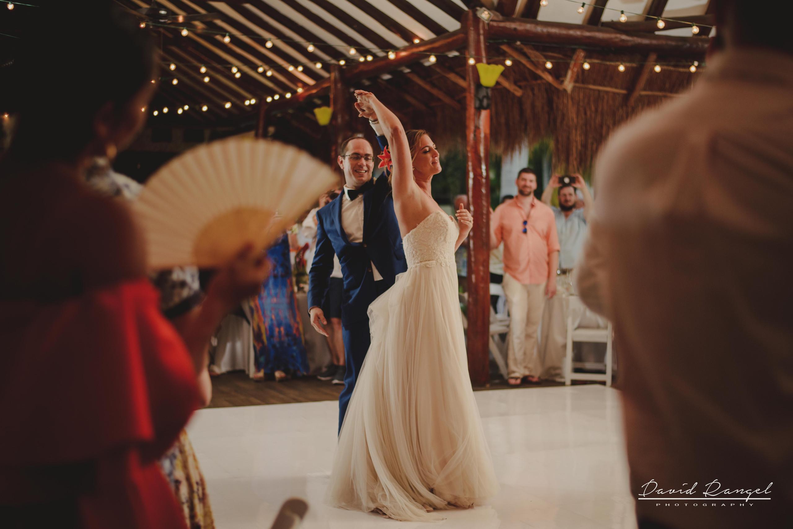 bridal+party+first+dance+reception+couple+bride+groom+floor