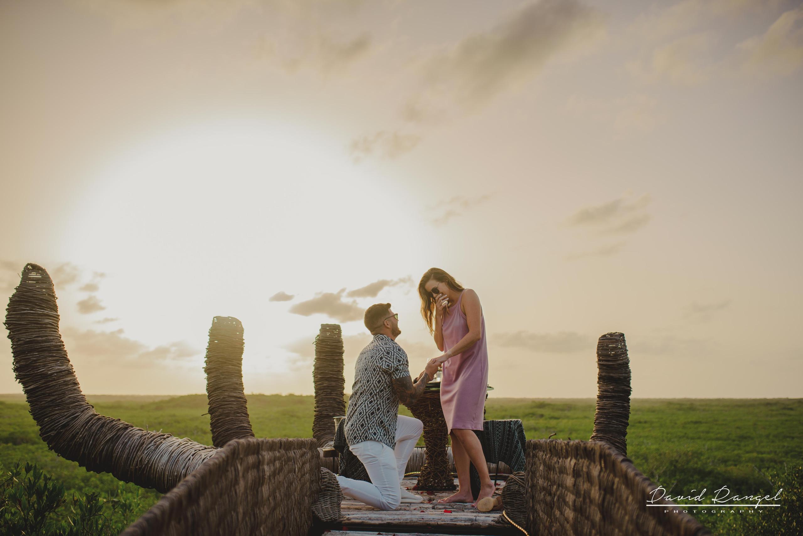 proposal+engagement+couple+dinner+hun+tulum+love+garden+nature+overthetrees+session+photoshot+destination+photographer+photo+sunset+ring