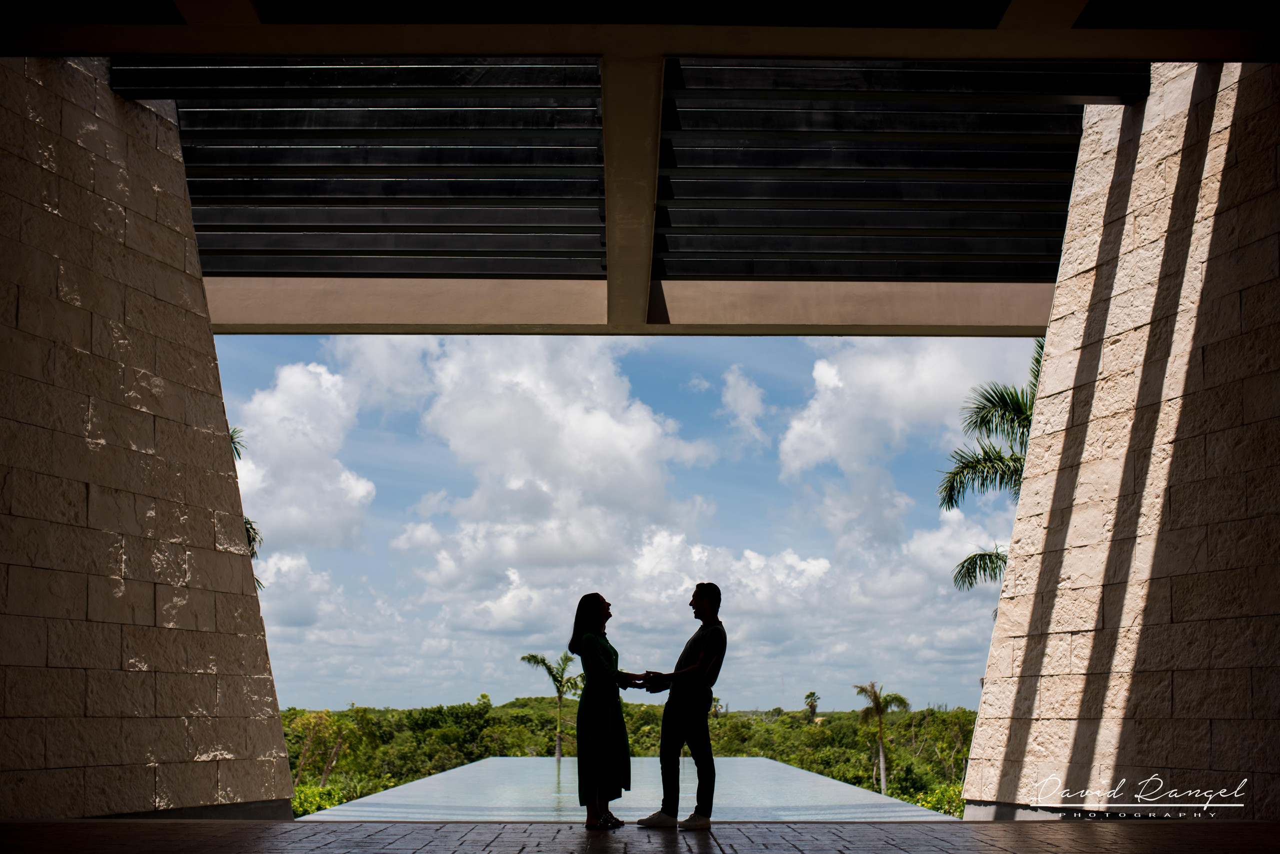 couple+hotel+atelier+blue+sky+nature+happy+love+together+playa+mujeres+destination+photographer+photo