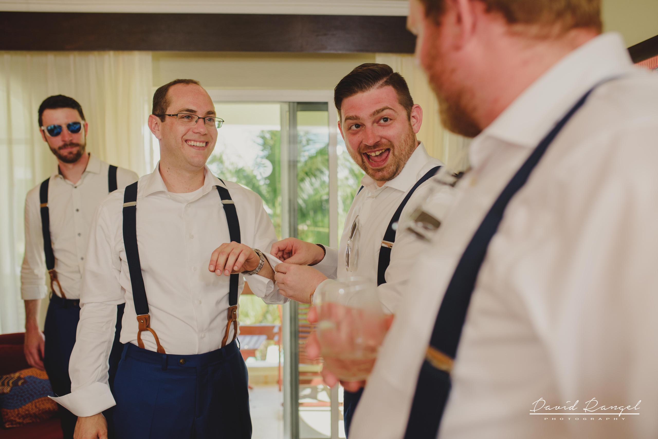 groom+groomsmens+getting+ready+room+photo+suit+crew