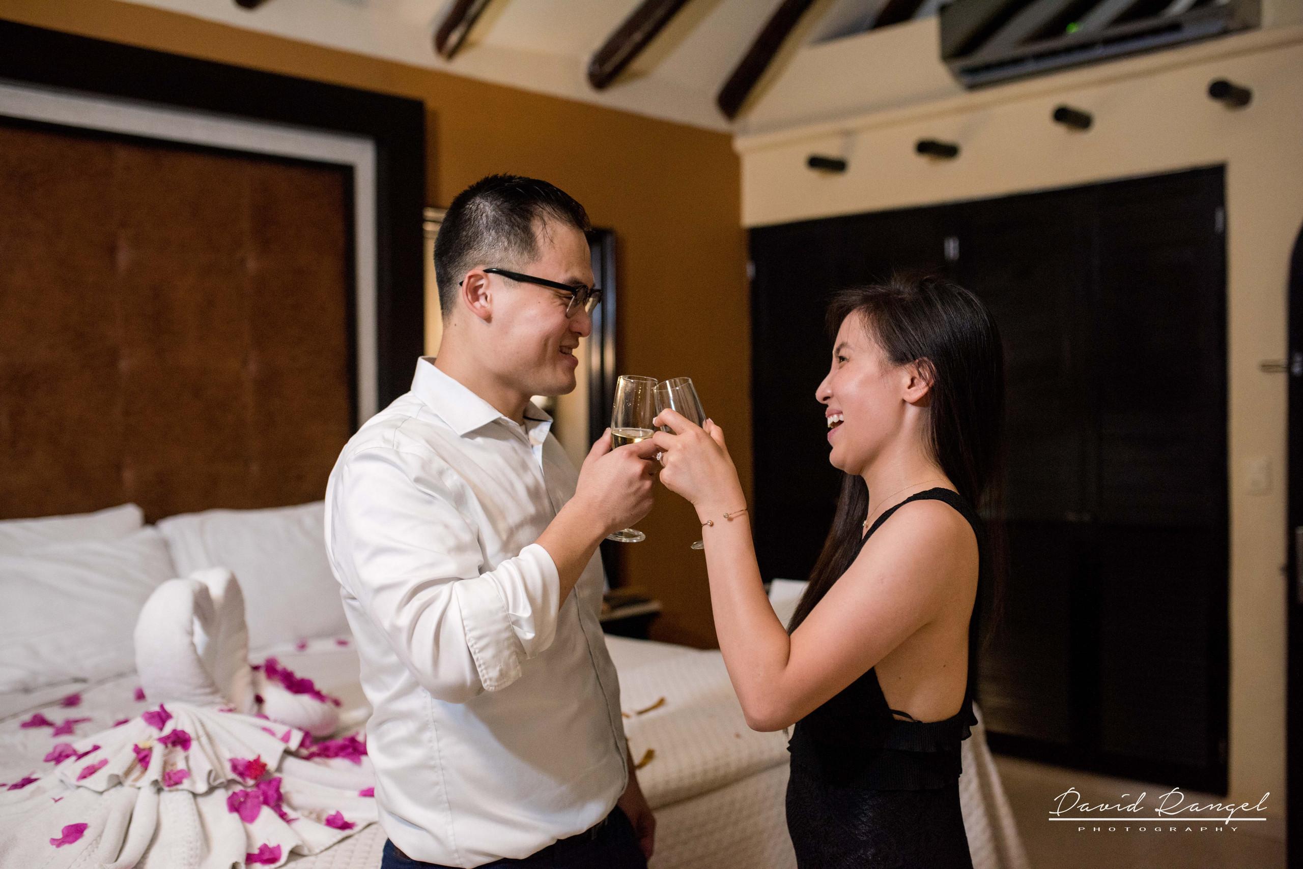 engagement+session+marriage+proposal+couple+night+photo+dorado+casitas+playa+del+carmen+photographer+destination+celebration+champagne+chears