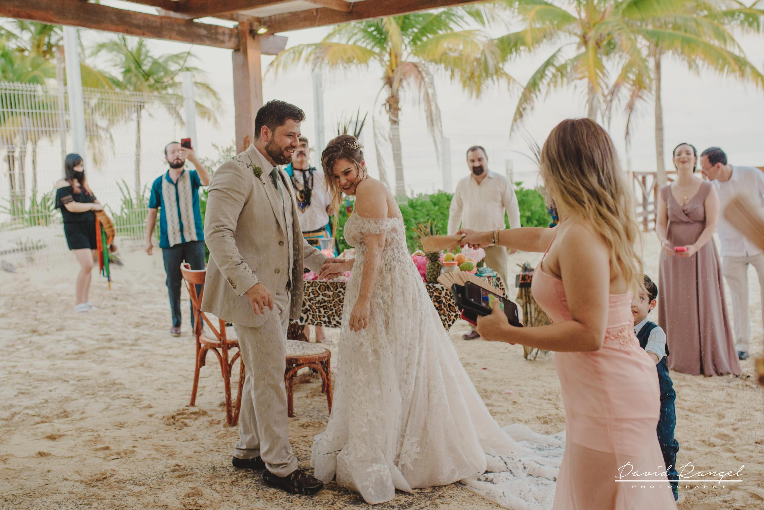 groom+bride+wedding+ceremony+dress+villa+chenera+isla+blanca+costa+mujeres+garden+beach+chaman+traditional+mayan+wedding+gazebo+celebration+photo+happy+photographer+in+cancun