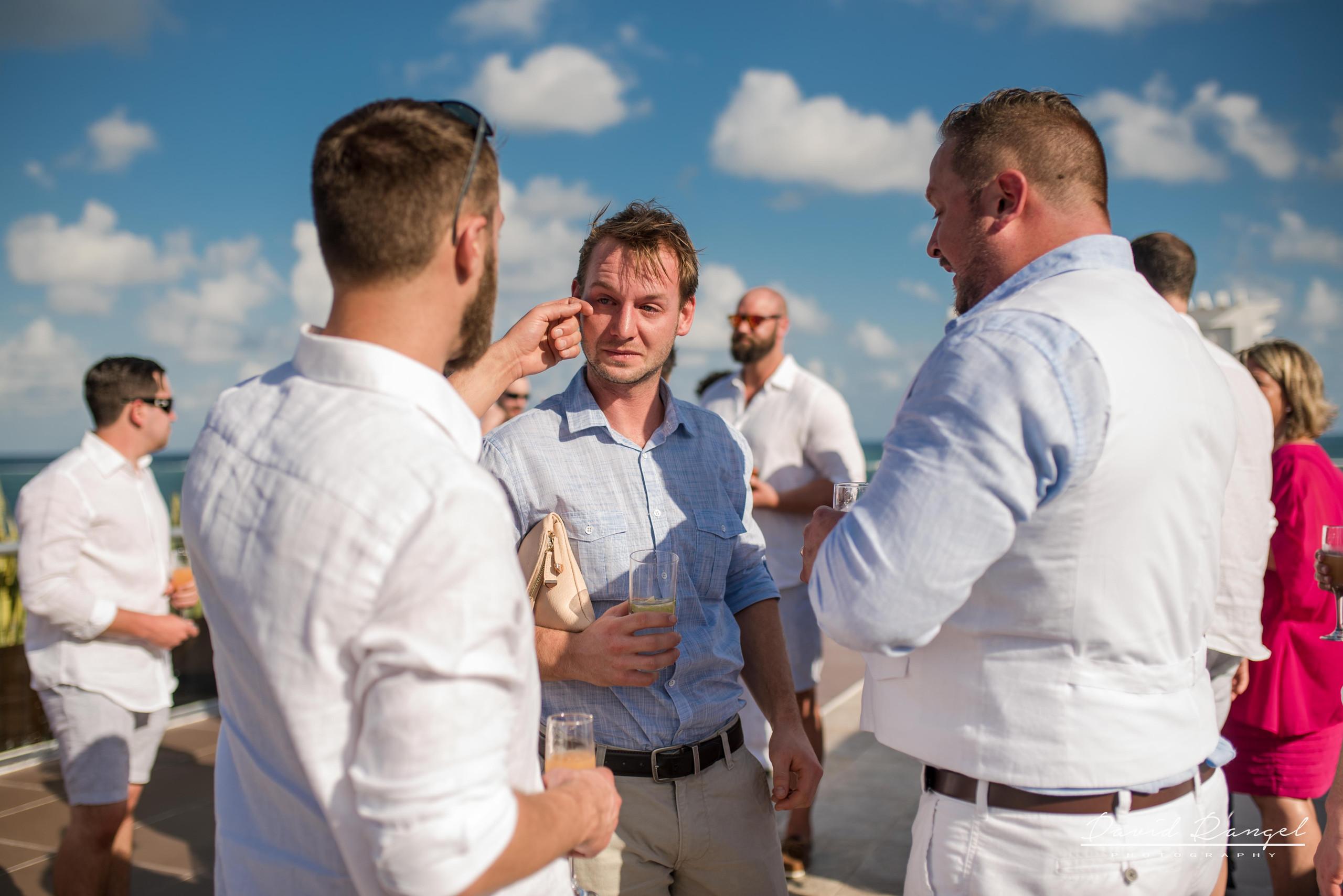 groomsmen+drinks+sky+deck+terrace