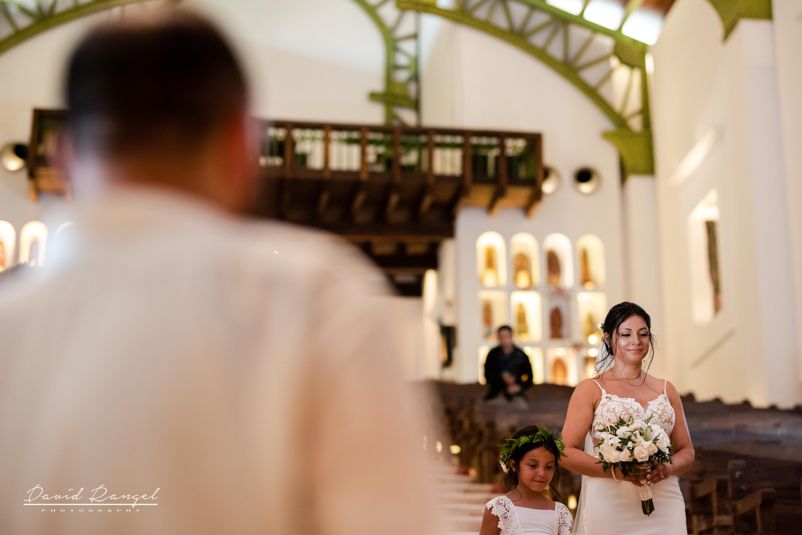 bride+walk+daugther+aisle+stairs+church+xcaret+occidental+bouquet+dress