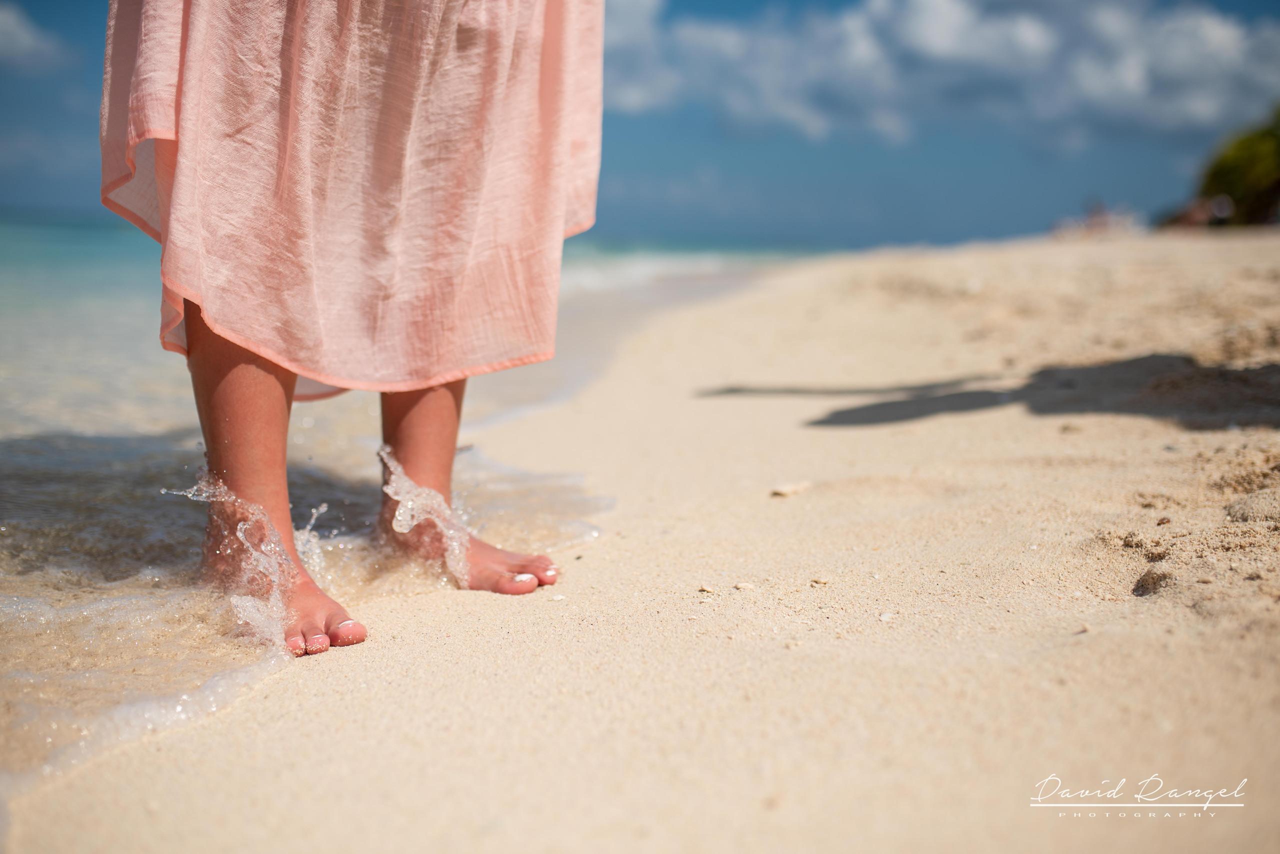 daughter+session+beach+cozumel+island+photo+destination+photographer+feet+play+water+pier+paradise+happy