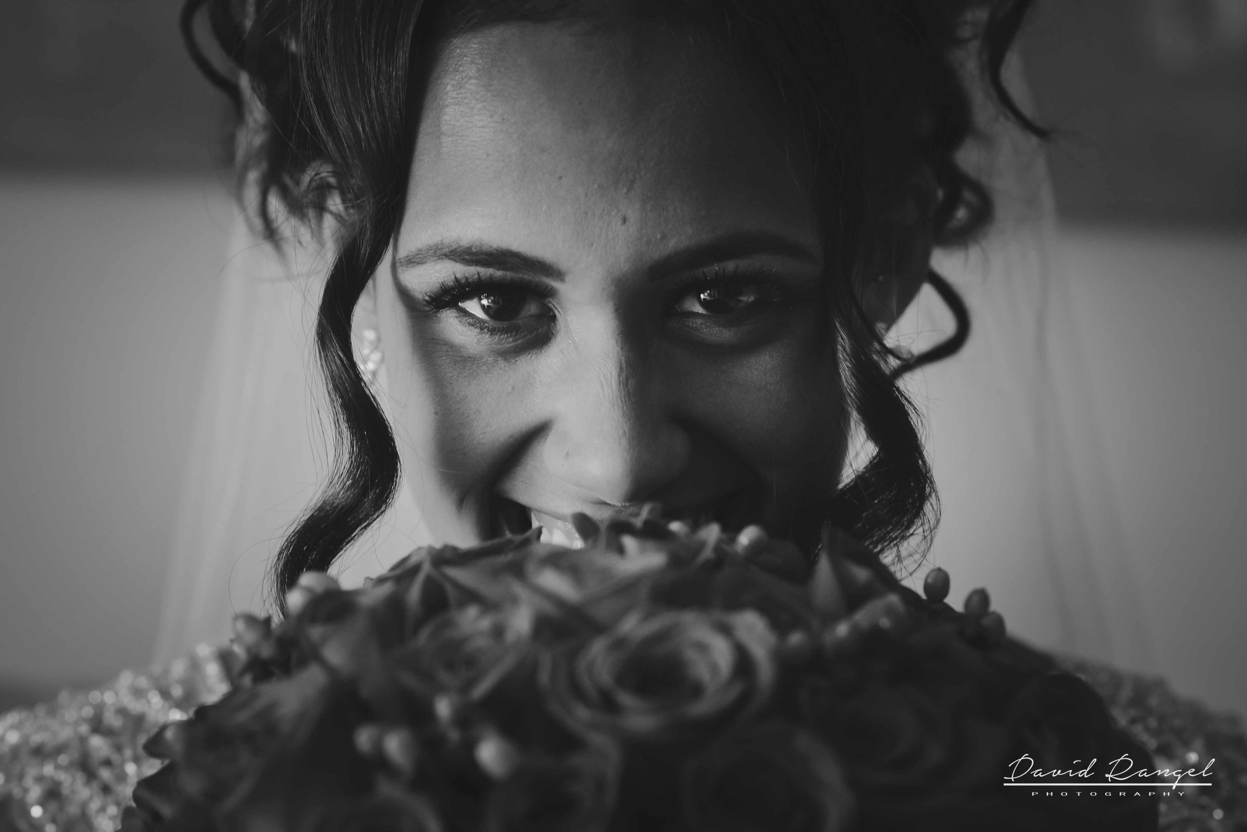 bride+bnw+bouquet