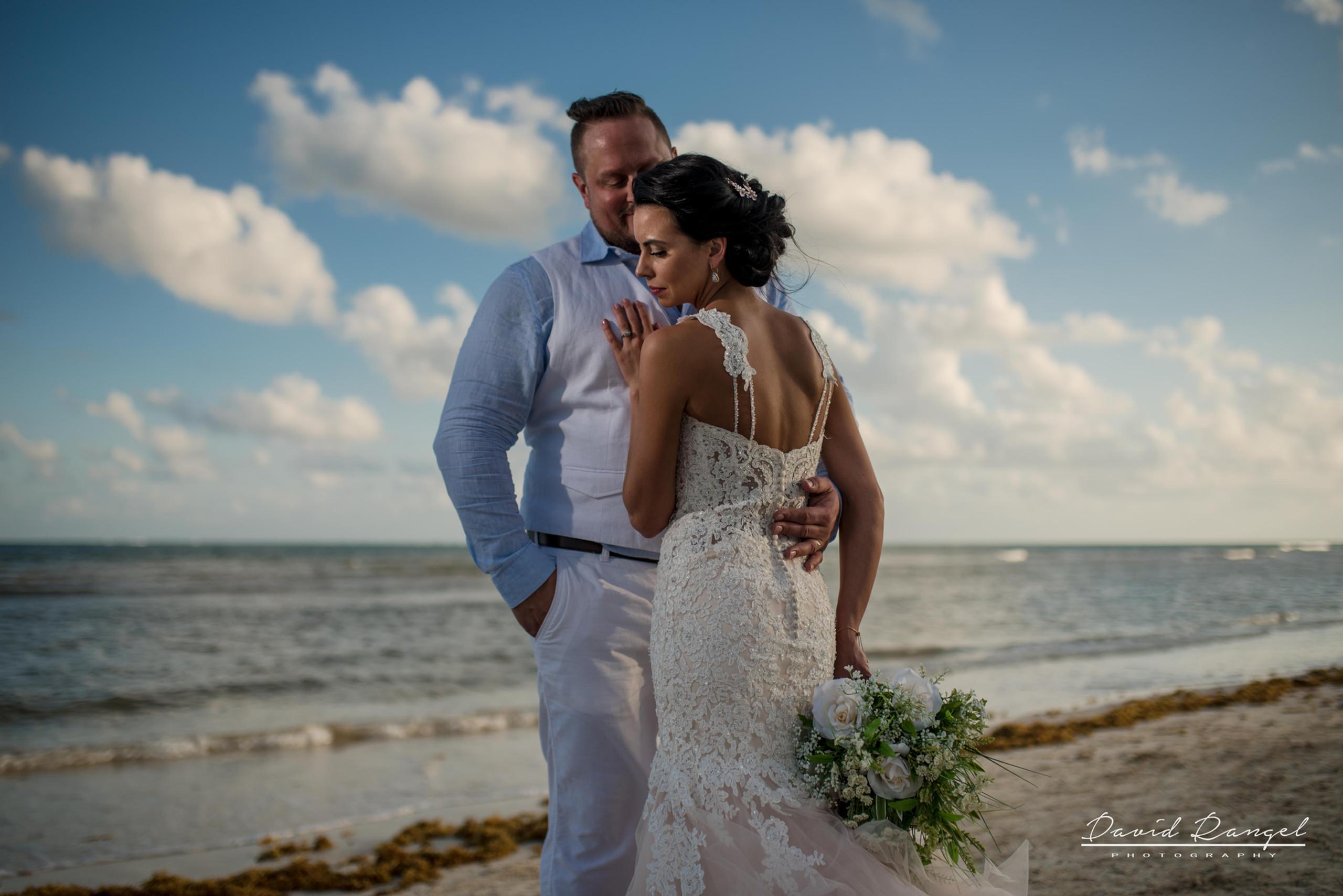 wedding+photo+bride+groom+bouquet+session+sunset