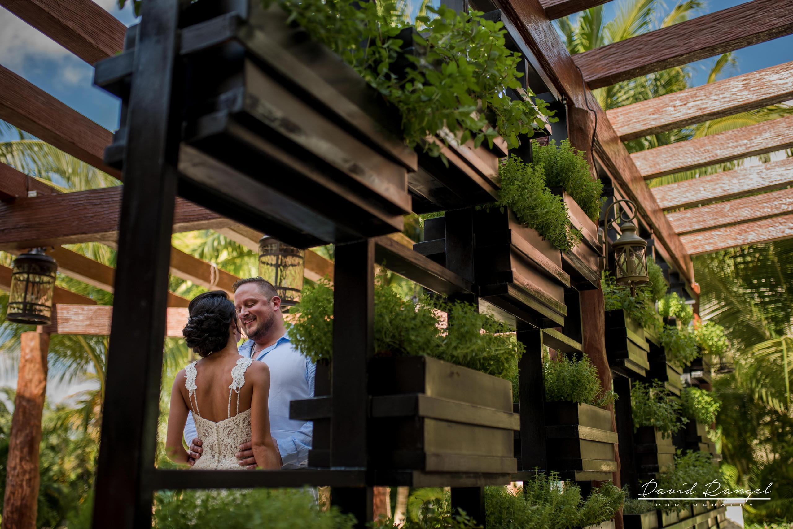 firstlook+bride+groom+to+be+frame