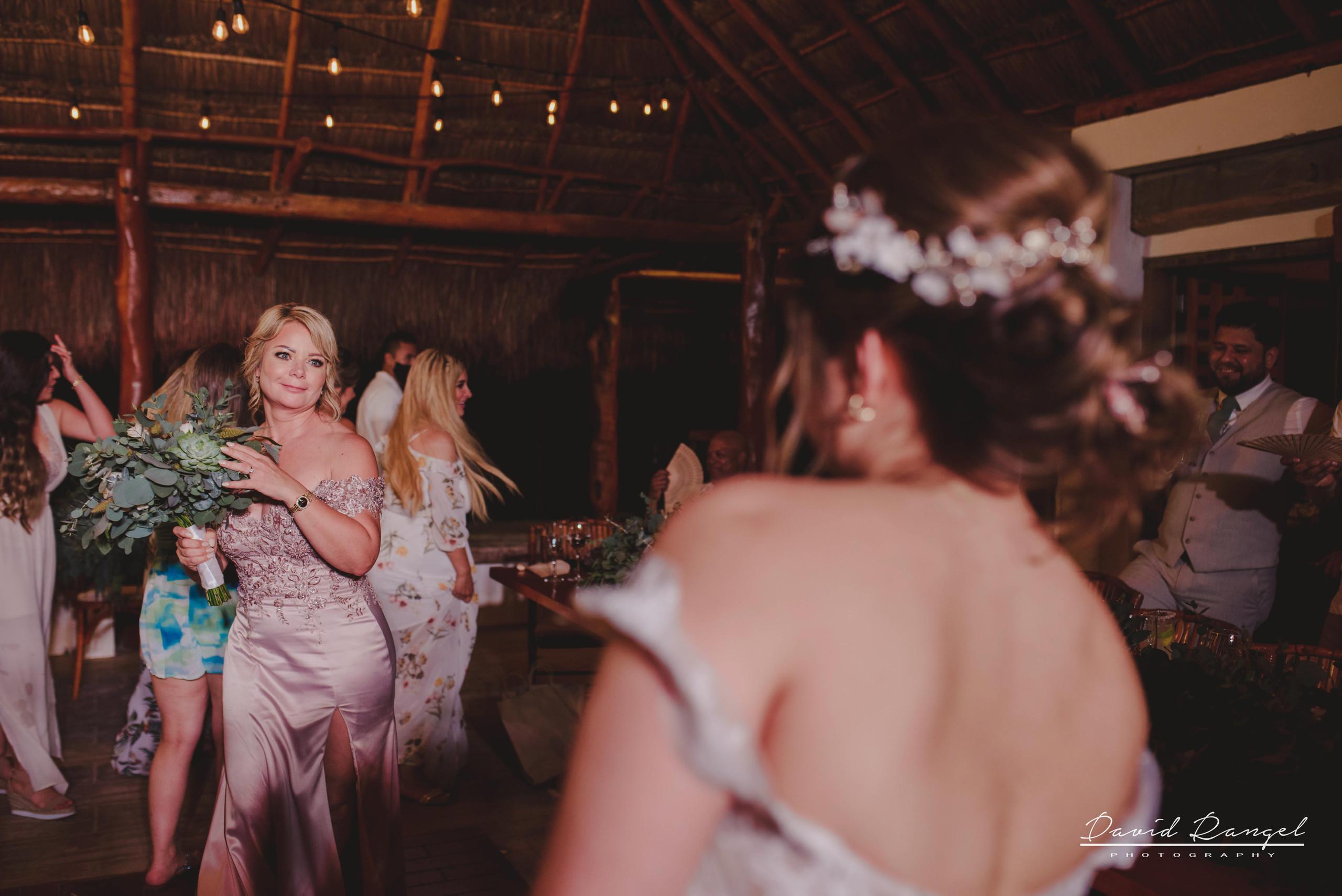 wedding+bouquet+flowers+girls+guest+launch