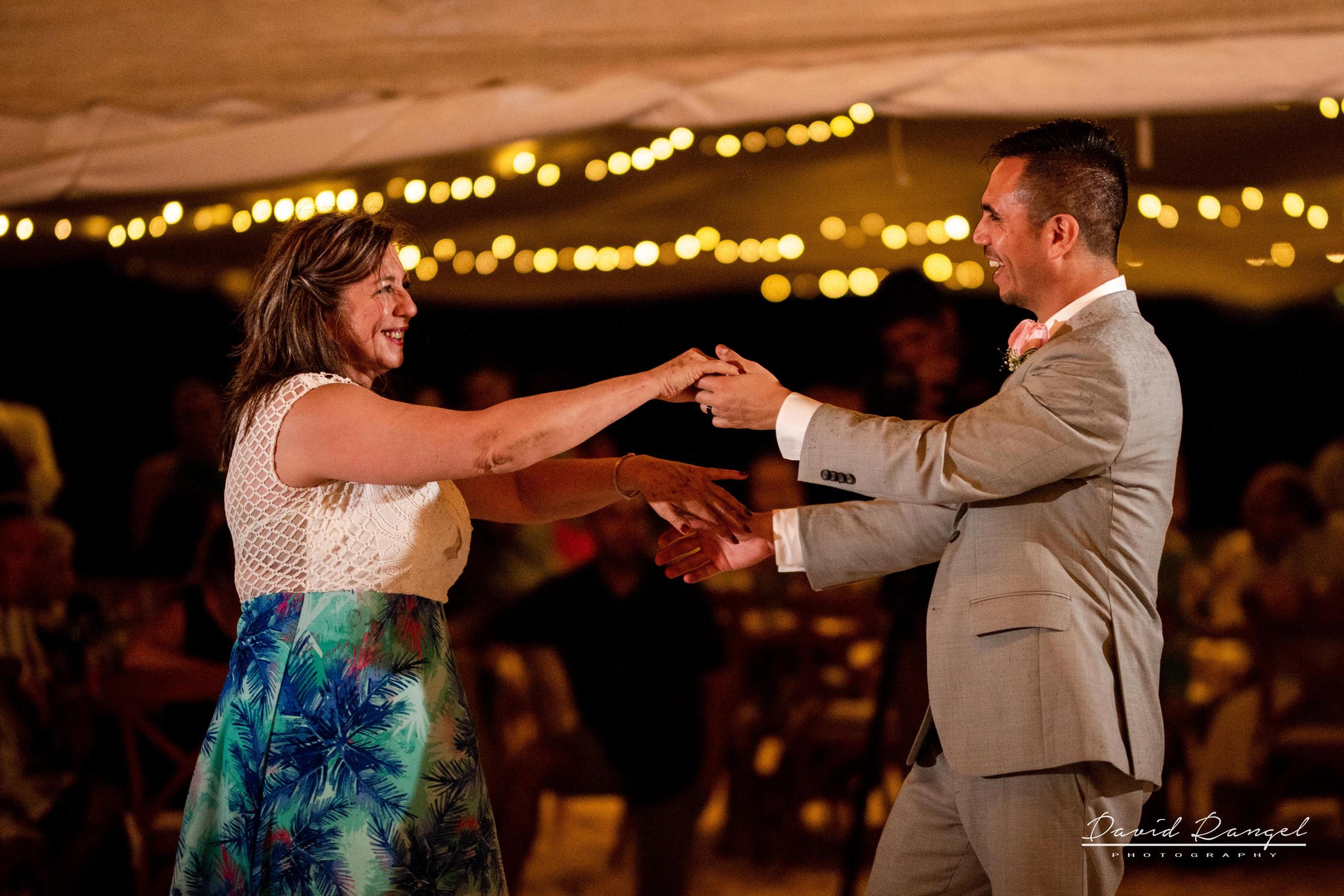 Beach+photo+session+couple+love+hugh+bride+groom+first+dance