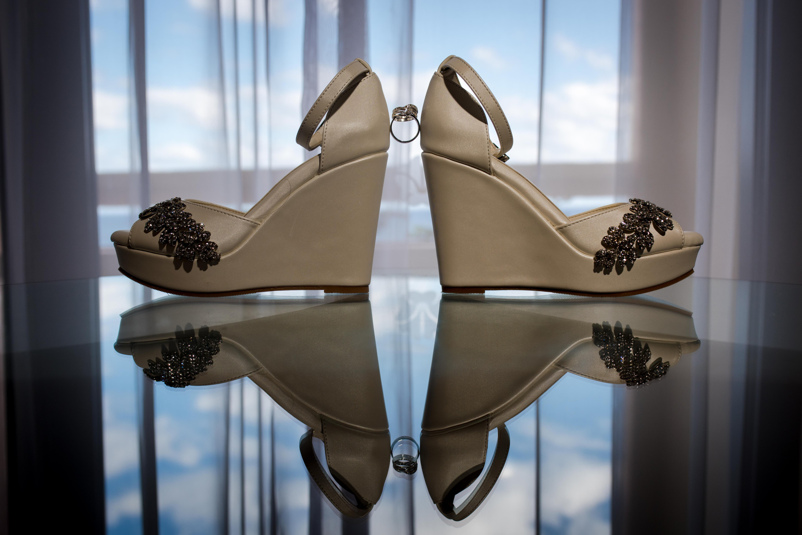 wedding+shoes+rings+reflection