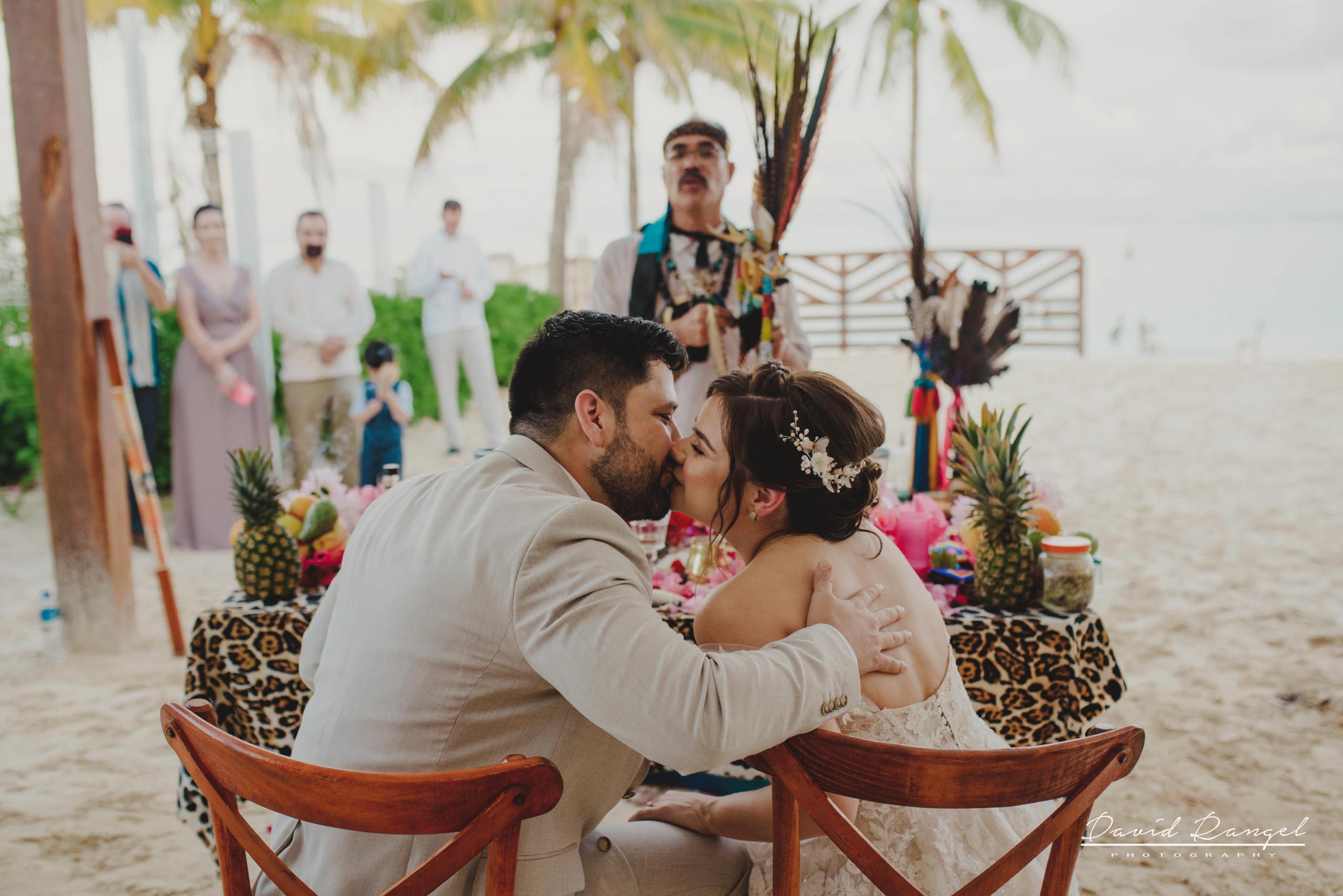 groom+bride+wedding+ceremony+dress+villa+chenera+isla+blanca+costa+mujeres+garden+beach+chaman+traditional+mayan+wedding+gazebo+kiss+she+say+yes