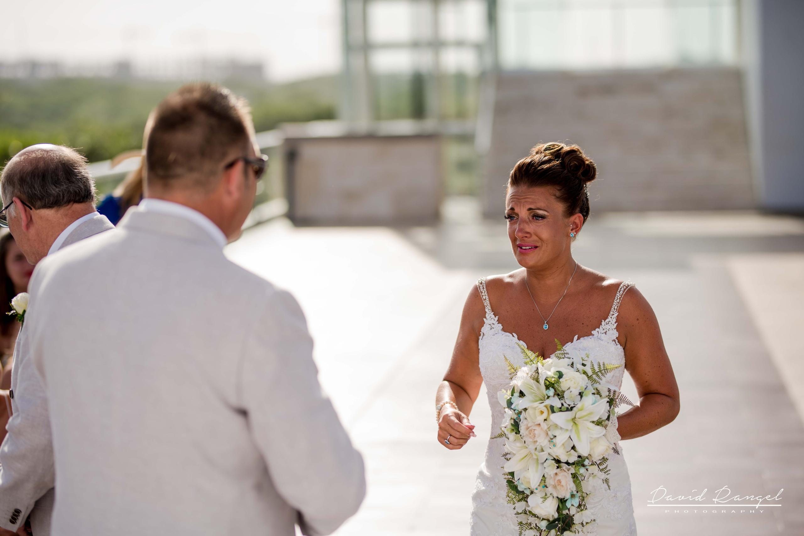 bride+groom+first+look