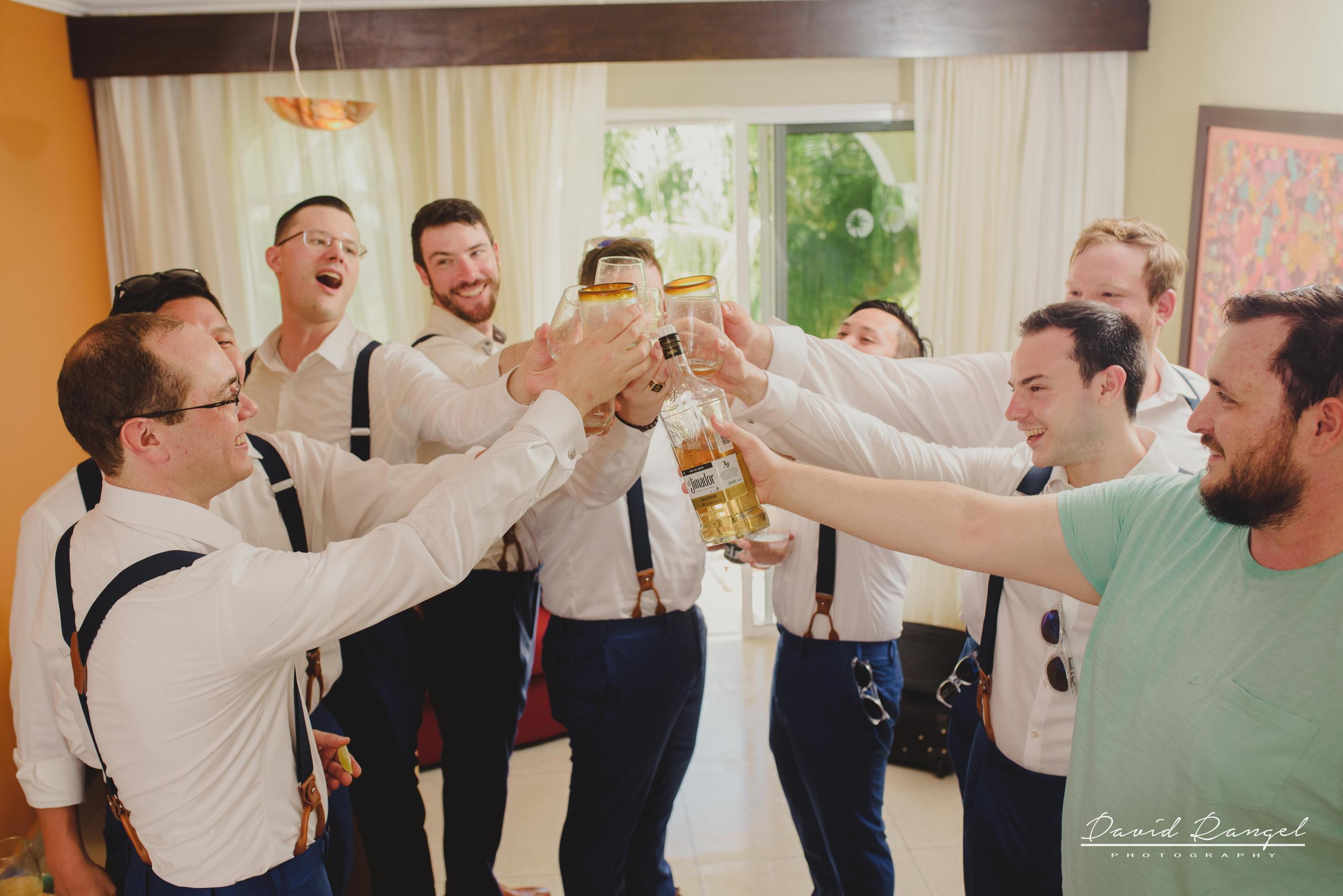groom+groomsmens+getting+ready+room+photo+suit+crew+celebration
