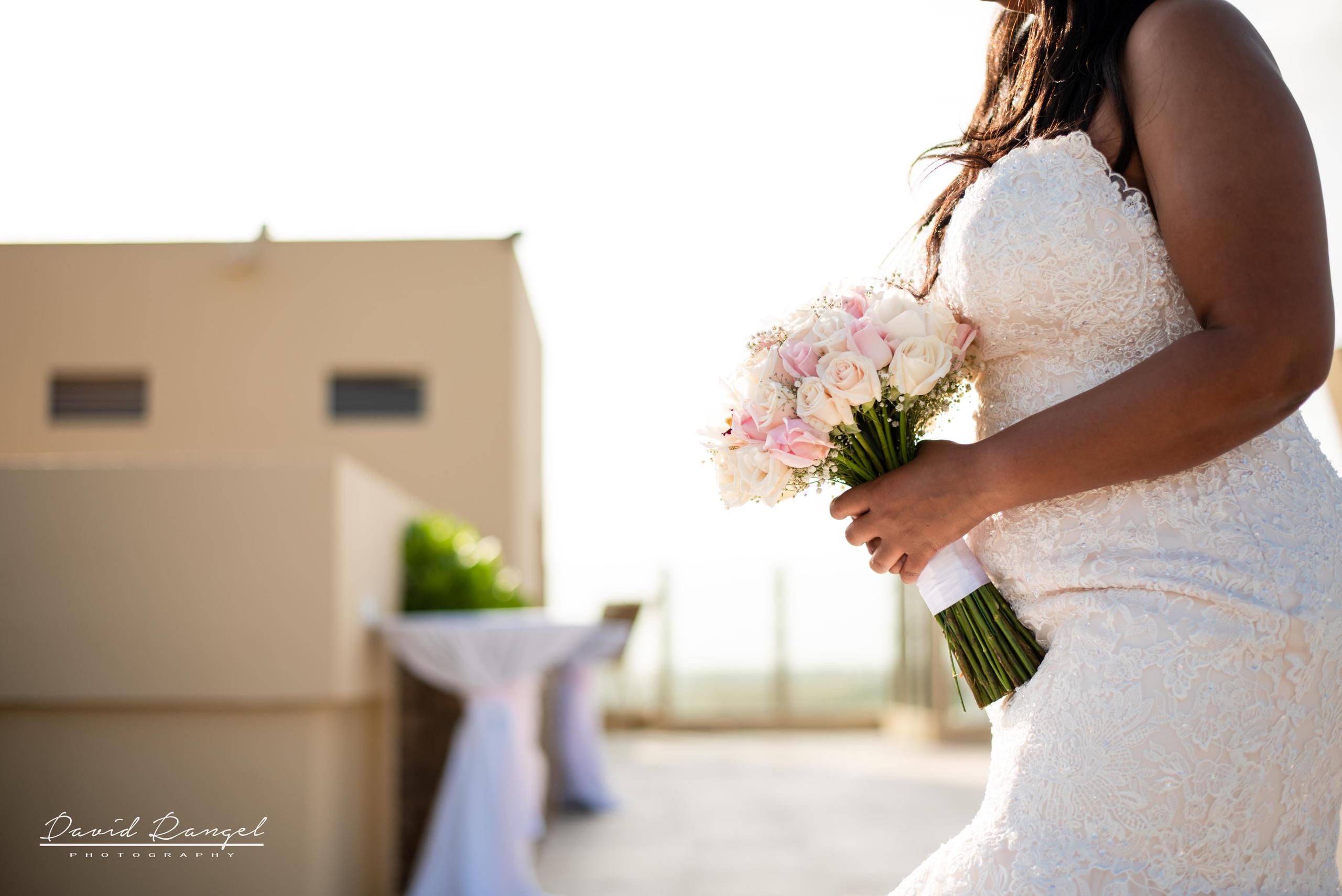 bride+bouquet+walking+to+the+aisle