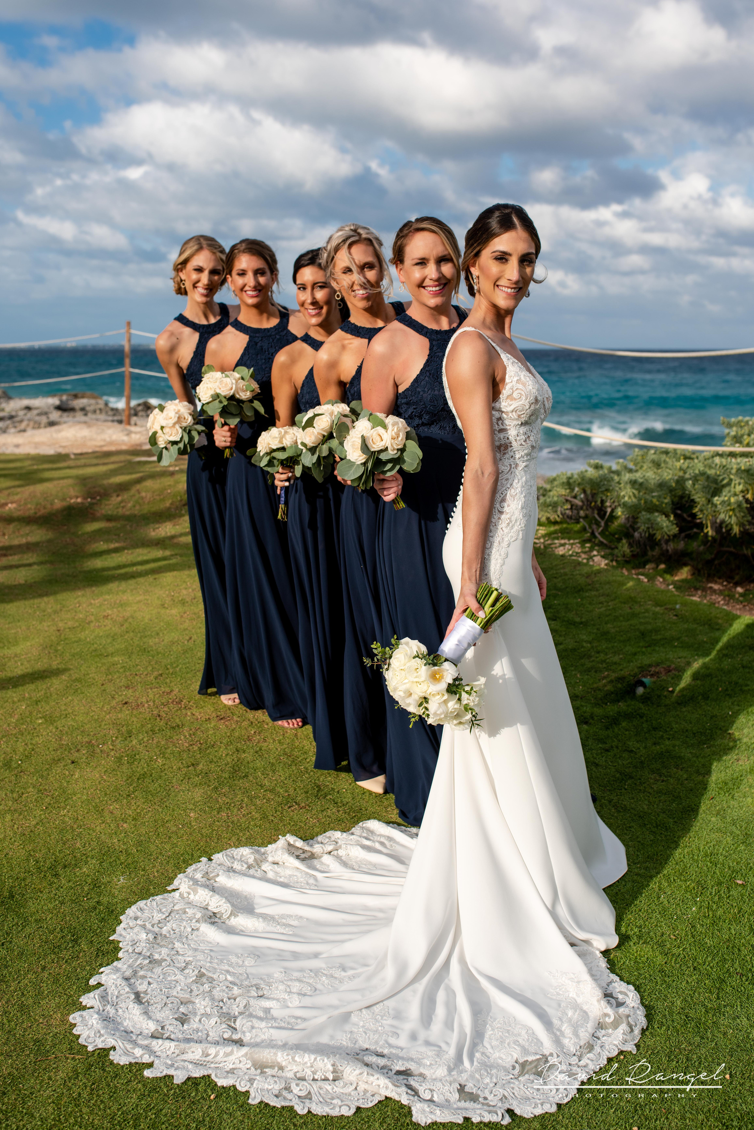 bridesmaids+happy+bouquet+flowers+gazebo+photo