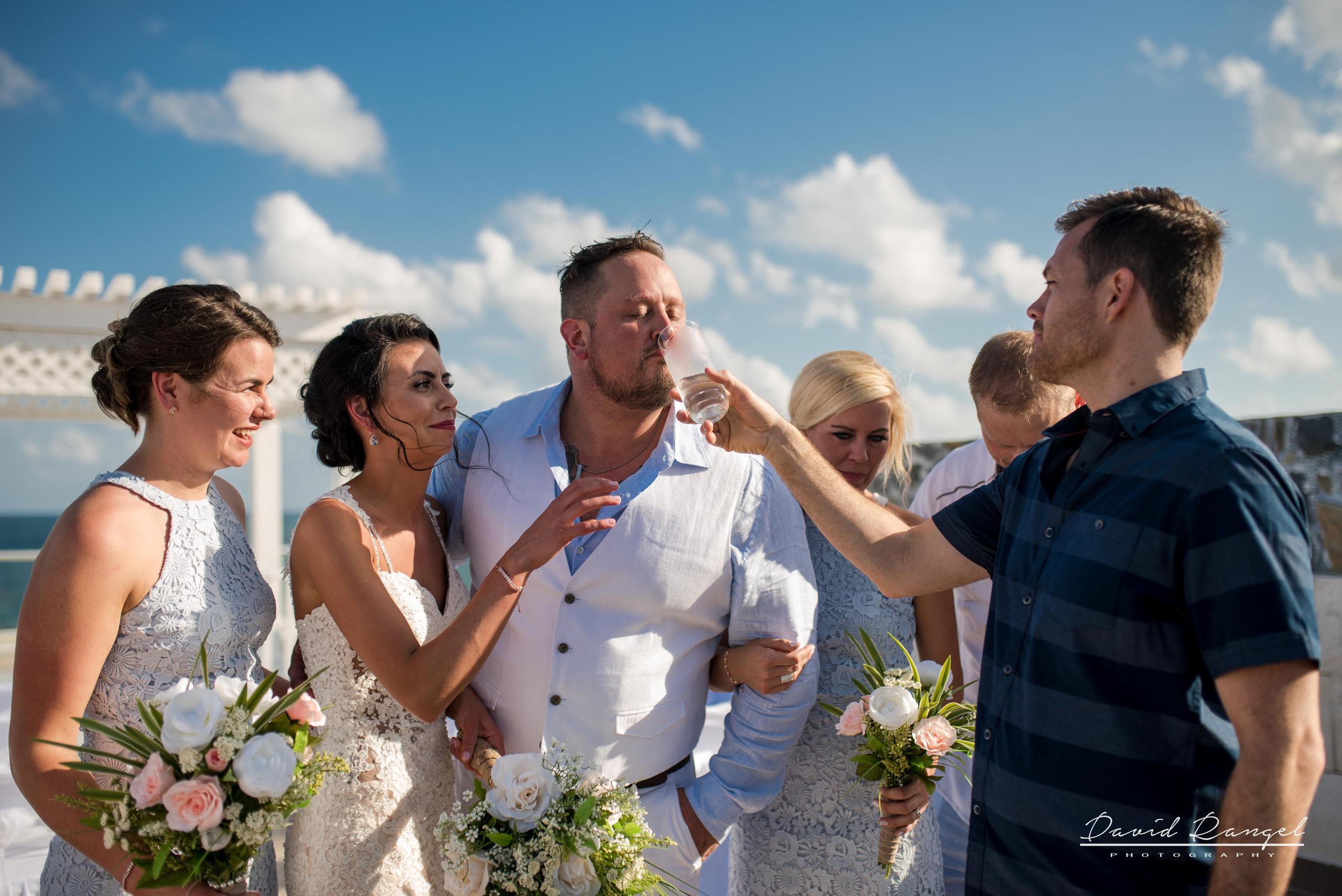 groom+sky+deck+guest+wedding+drink+photo