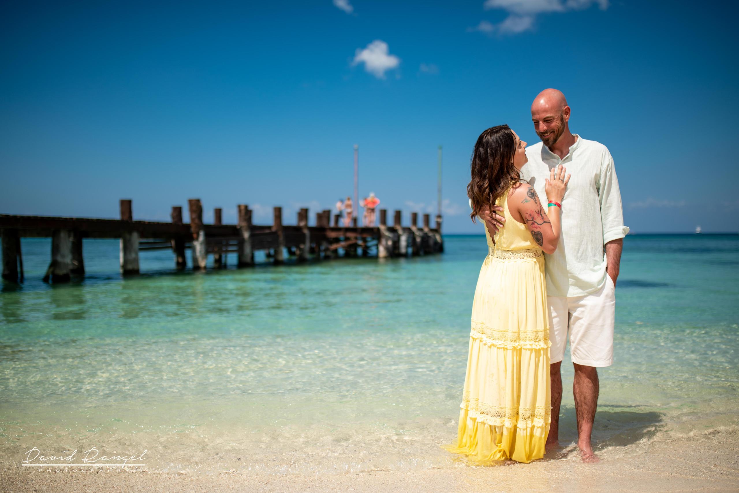 sand+session+beach+cozumel+island+photo+destination+photographer+couple+romantic+water+pier+paradise+happy