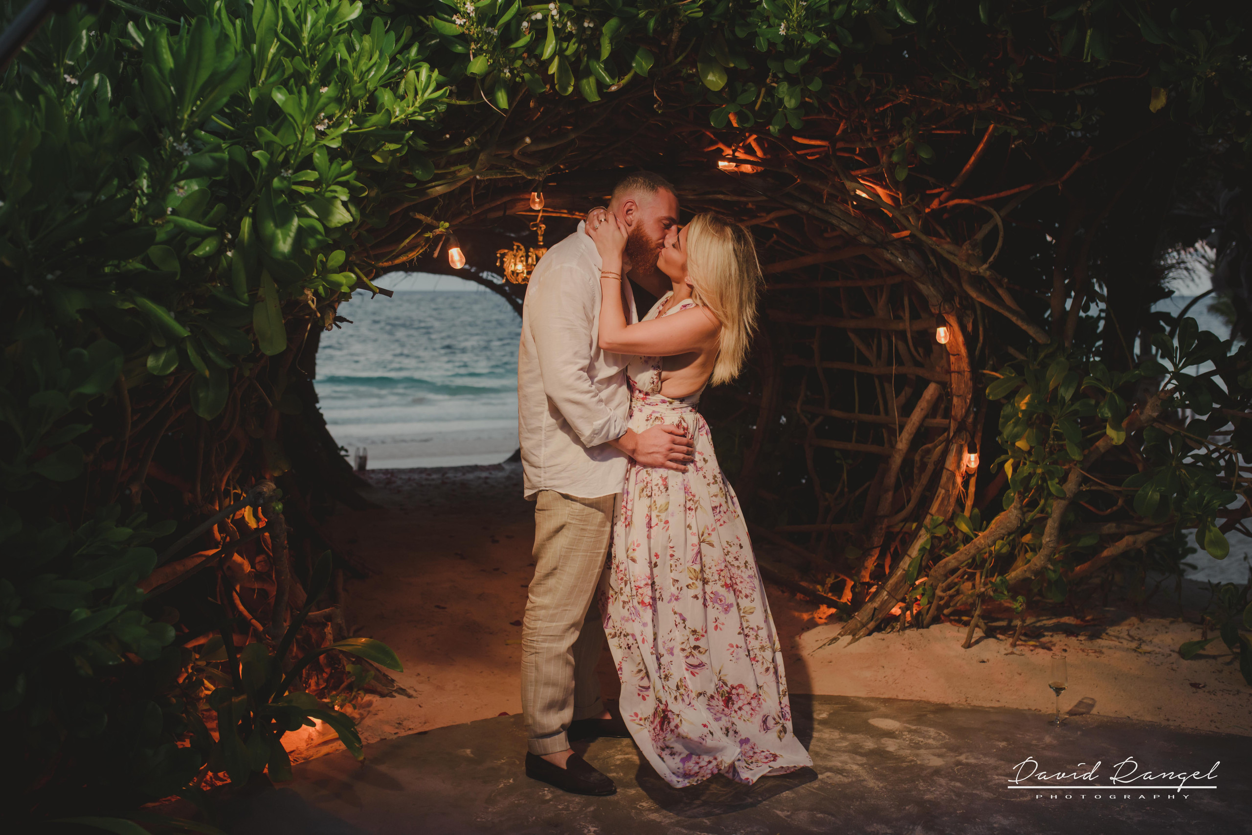 engagement+session+photo+shot+romantic+sorprise+beach+caribe+sand+mexico+tulum+casa+malca+hotel+boutique+girl+man+union+she+say+yes+ring+propose+tunnel+garden