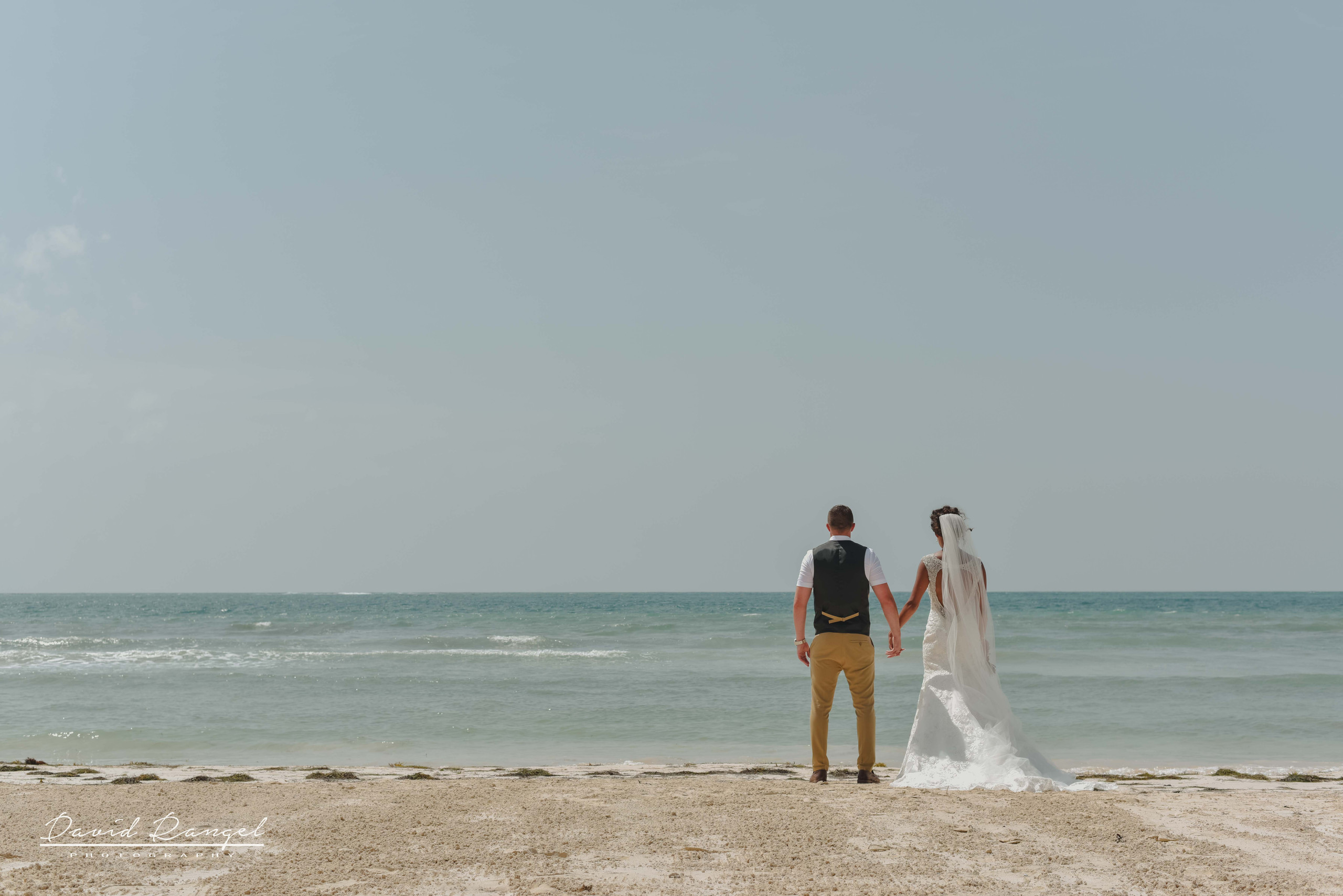 bride+and+groom+photos+on+the+beach