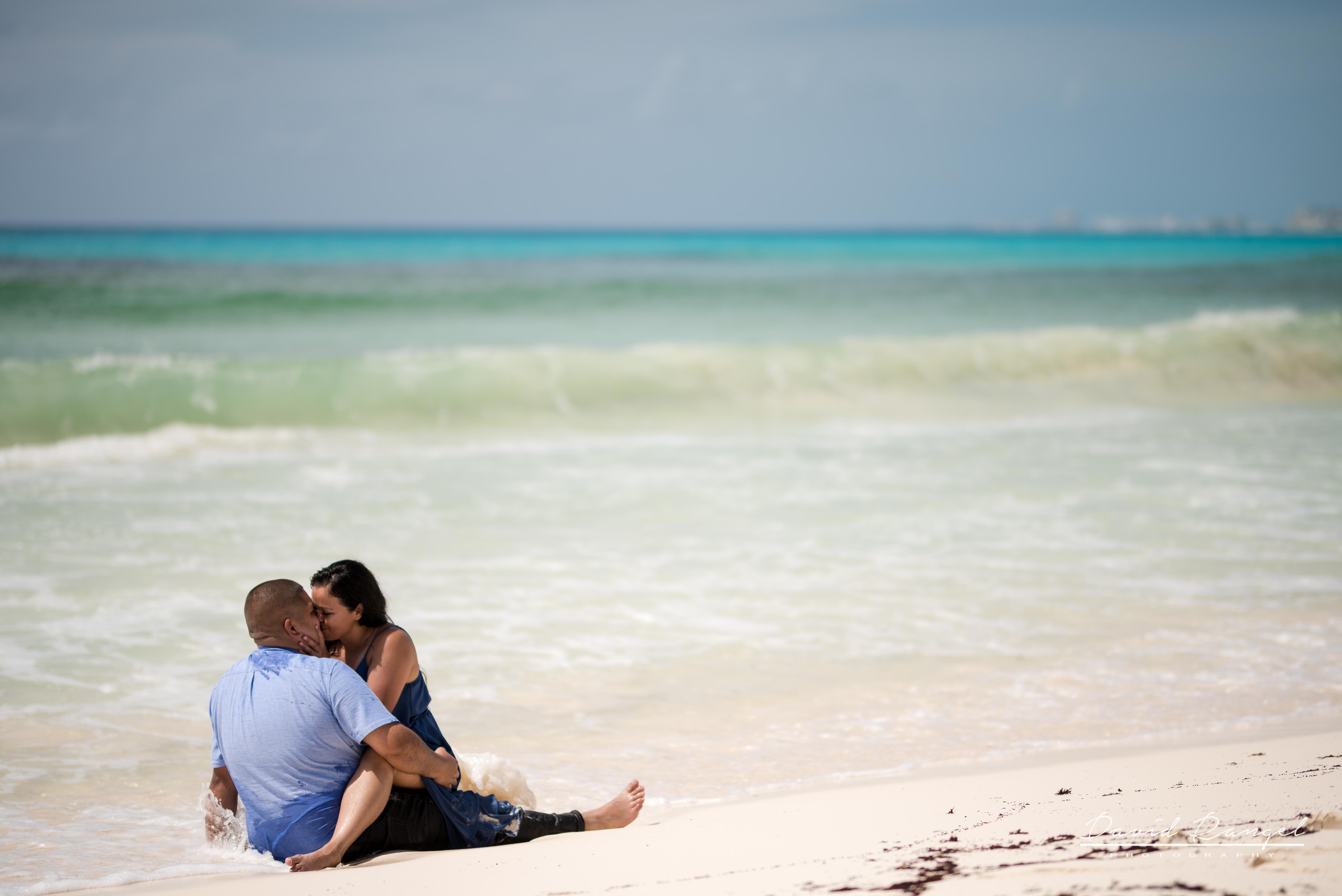 engagement+session+couple+love+photo+pre-wedding+beach+cancun+riviera+maya+hotel+zone+happiness