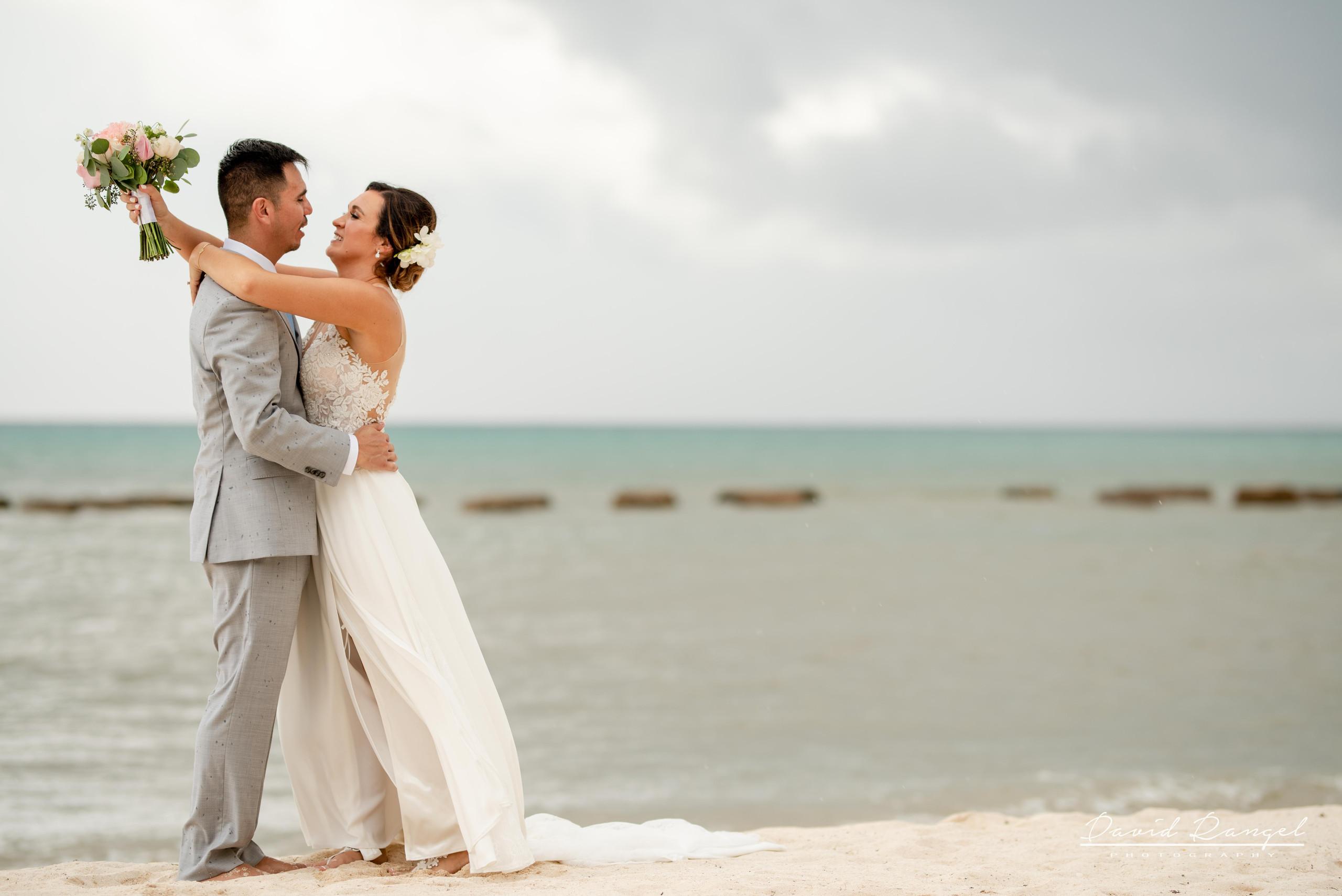 Beach+photo+session+couple+love+hugh